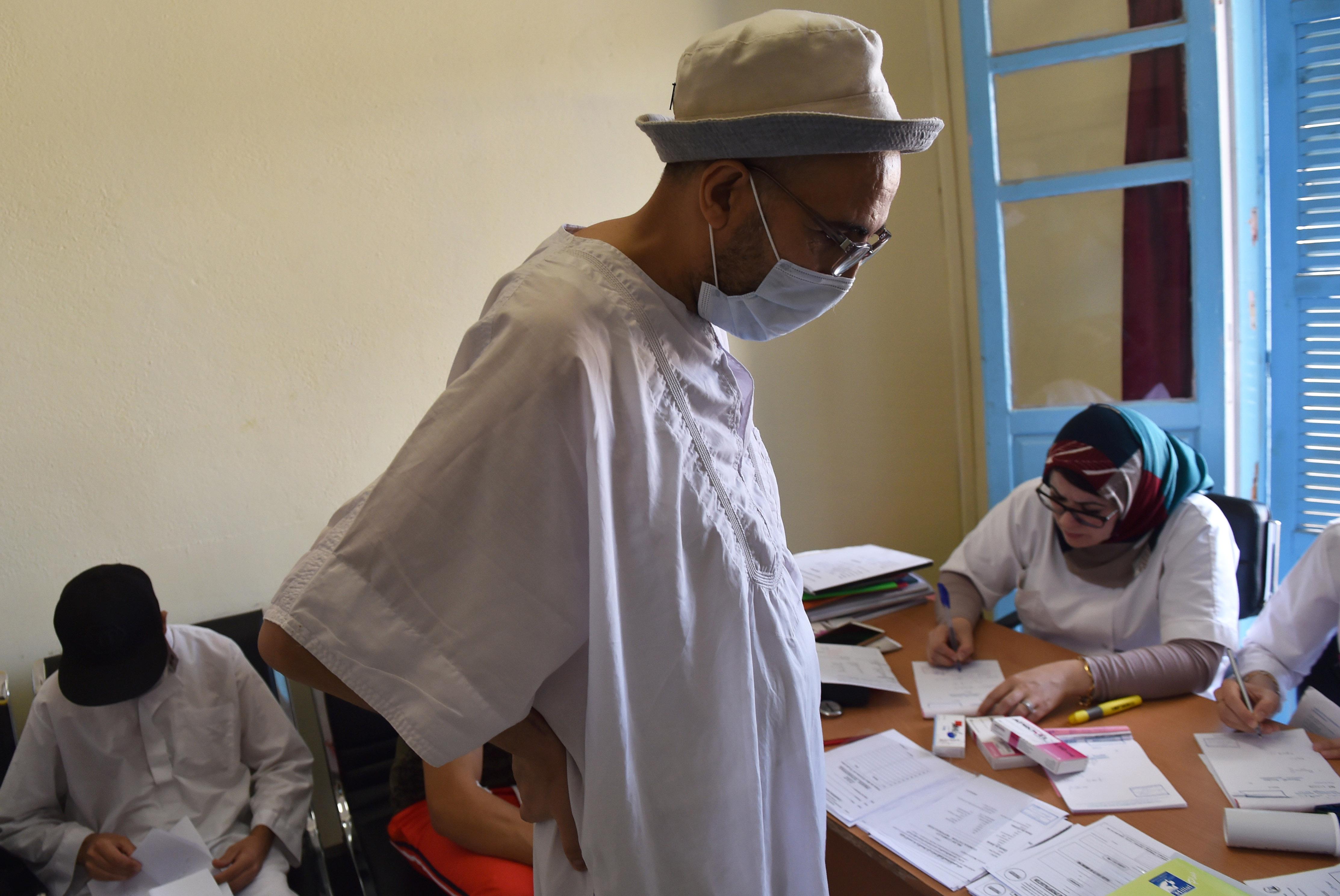مريض جزائري أجريت له عملية زرع كلية