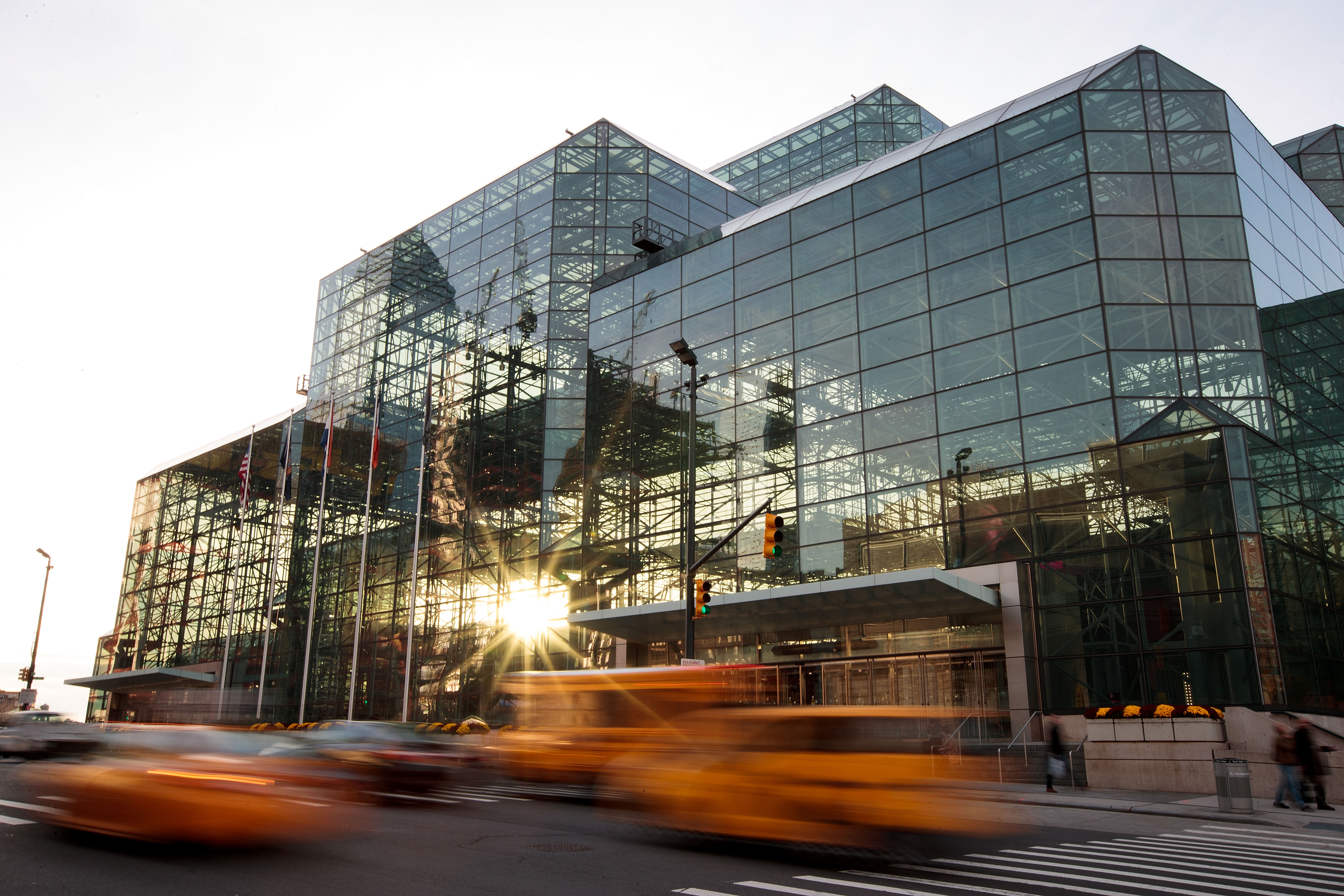 """مركز """"جاكوب كي جافيتس للمؤتمرات"""" حيث ستمكث فيه هيلاري كلينتون لمراقبة سير لانتخابات الرئاسية"""
