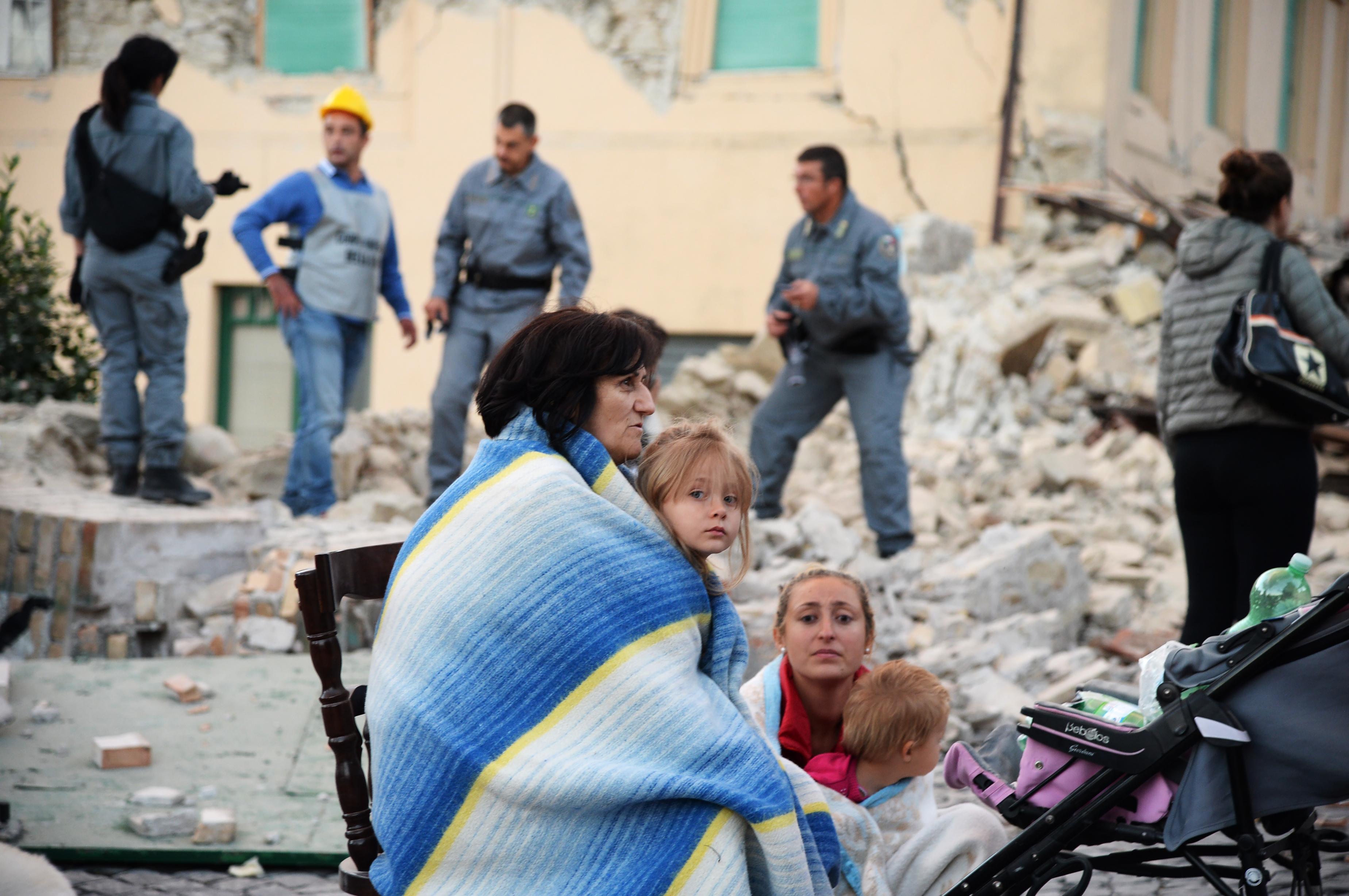 متضررون من الزلزال