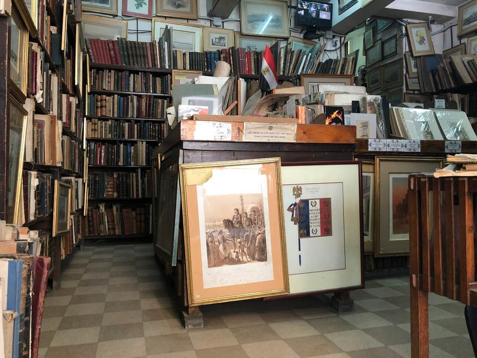 صورة من داخل مكتبة لوينتاليست (المستشرق) التي يمتلكها حسن كامي