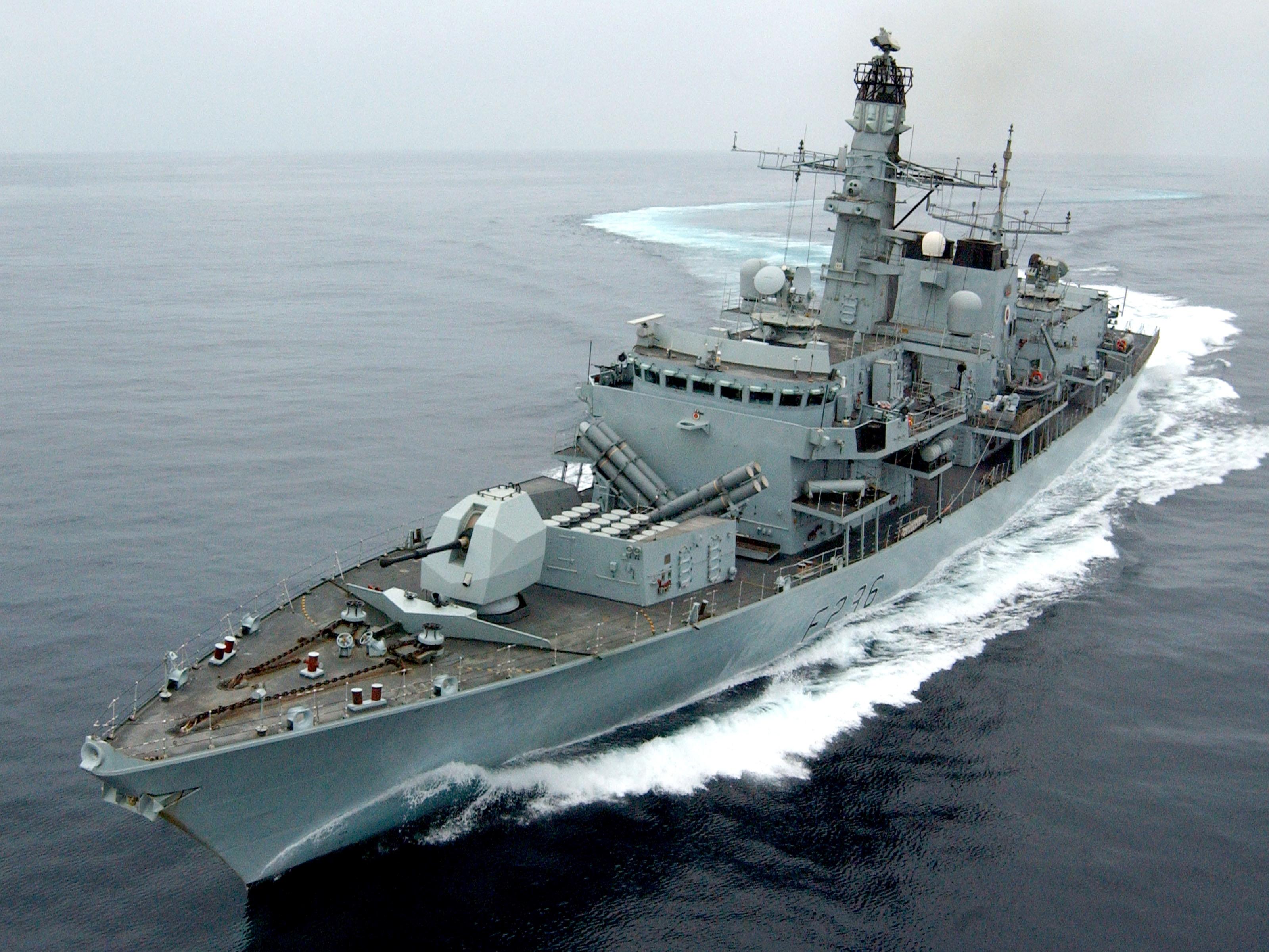 سفينة حربية بريطانية في خليج عمان