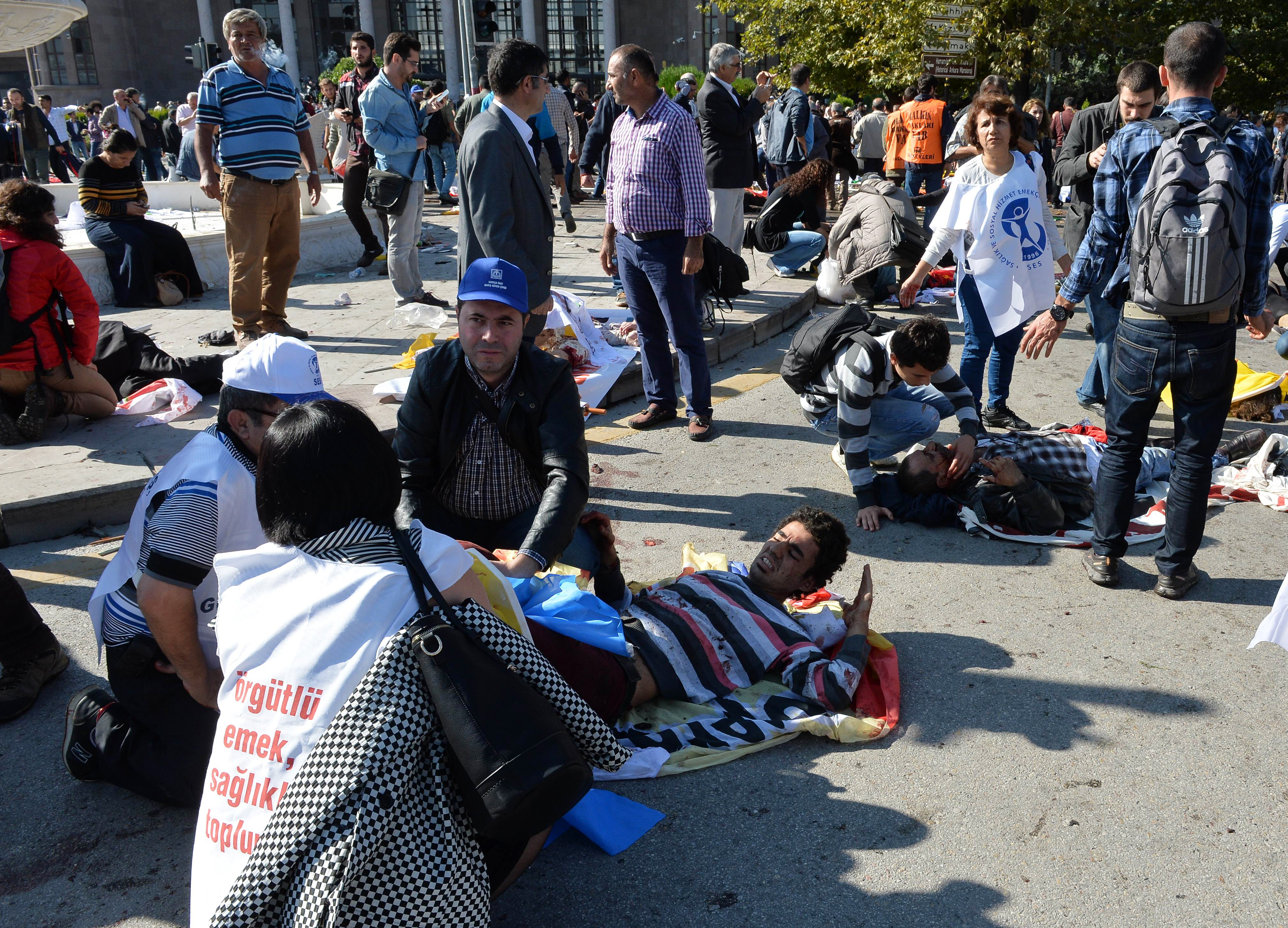 ضحايا في موقع تفجيري أنقرة
