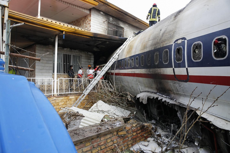 الطائرة تحطمت فوق مجمع سكني