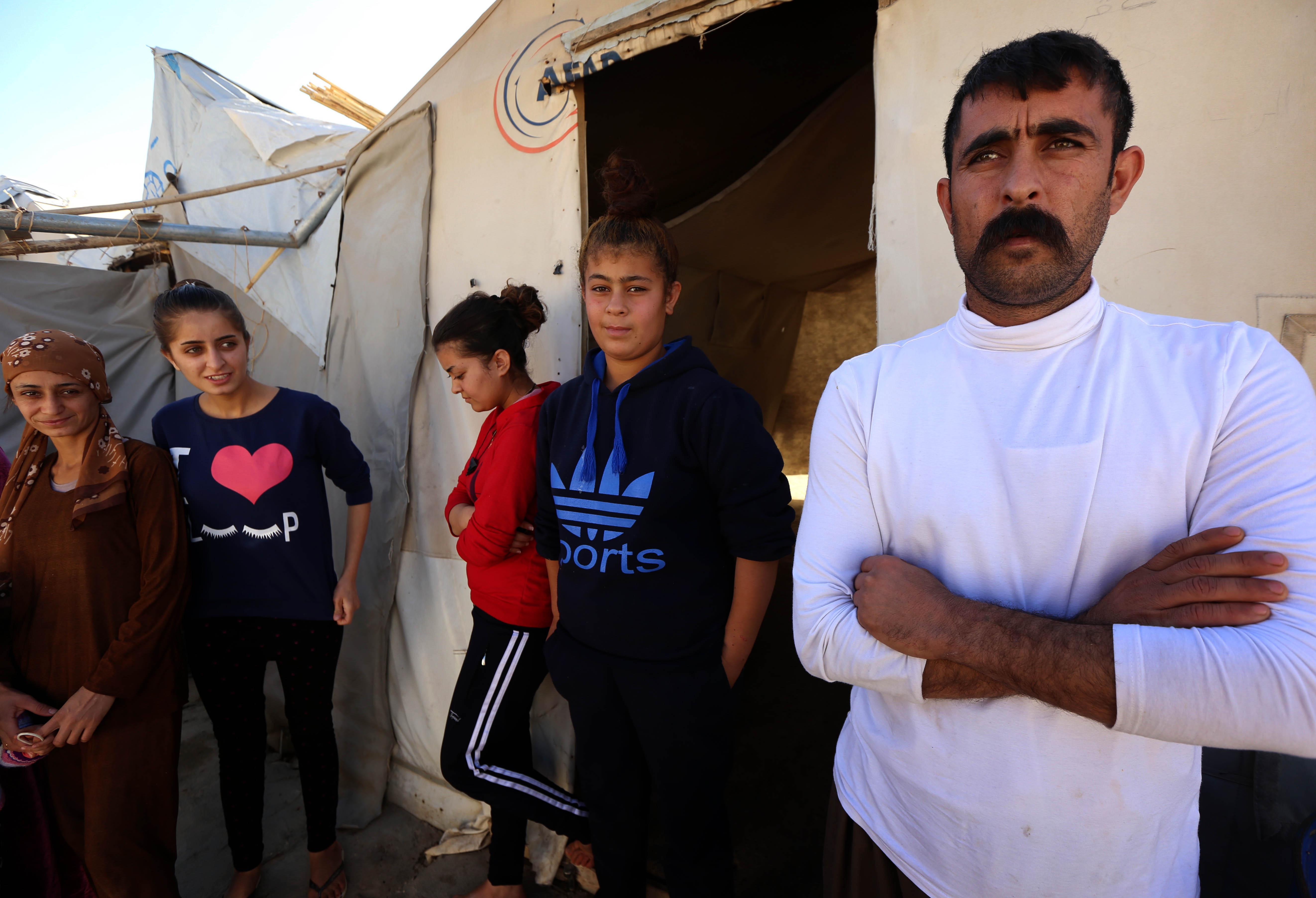 علي محمود وعائلته