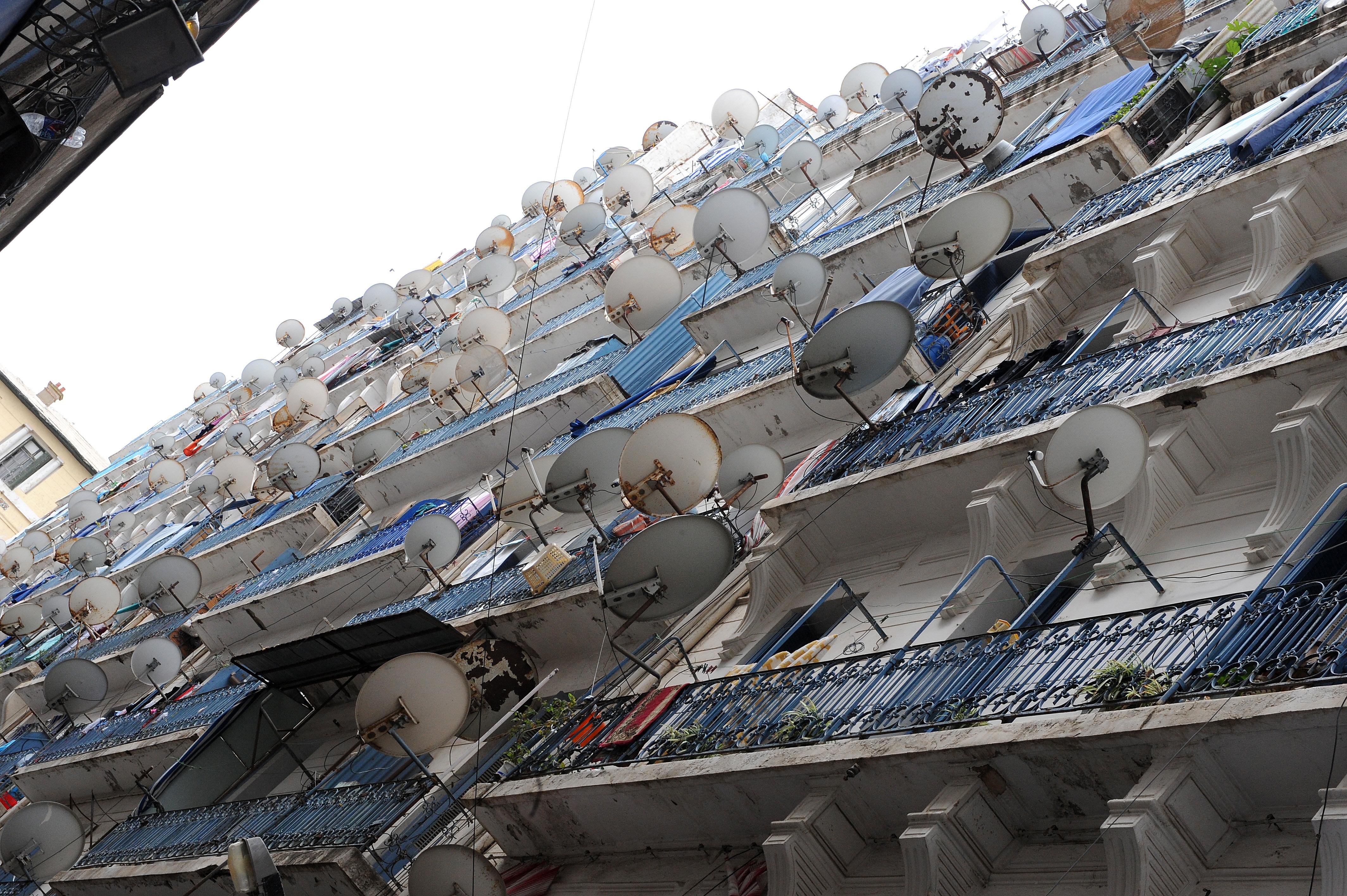 الإعلام الفضائي يغزو البيوت الجزائرية
