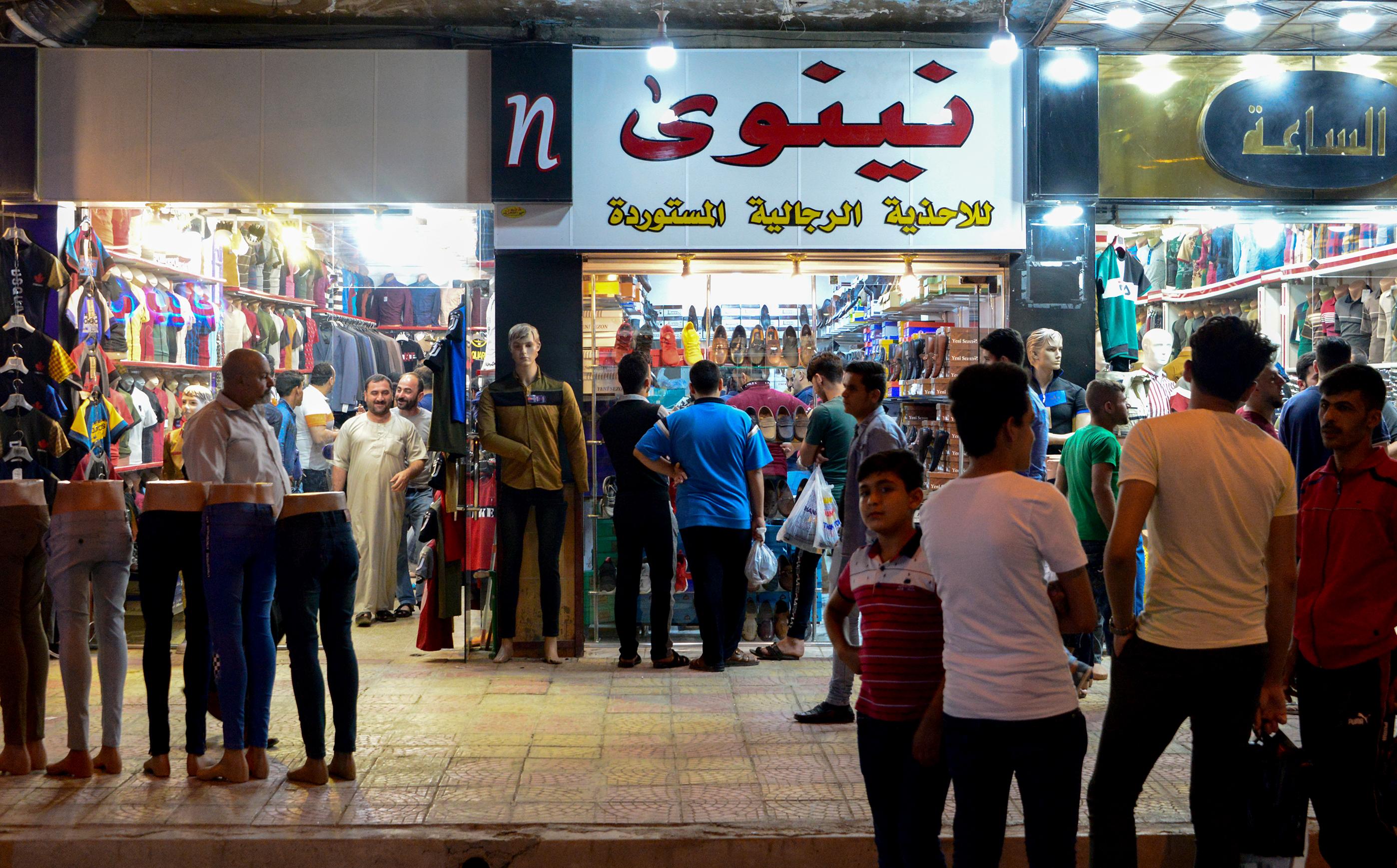 محل تجاري في أحد اسواق الموصل شمال العراق