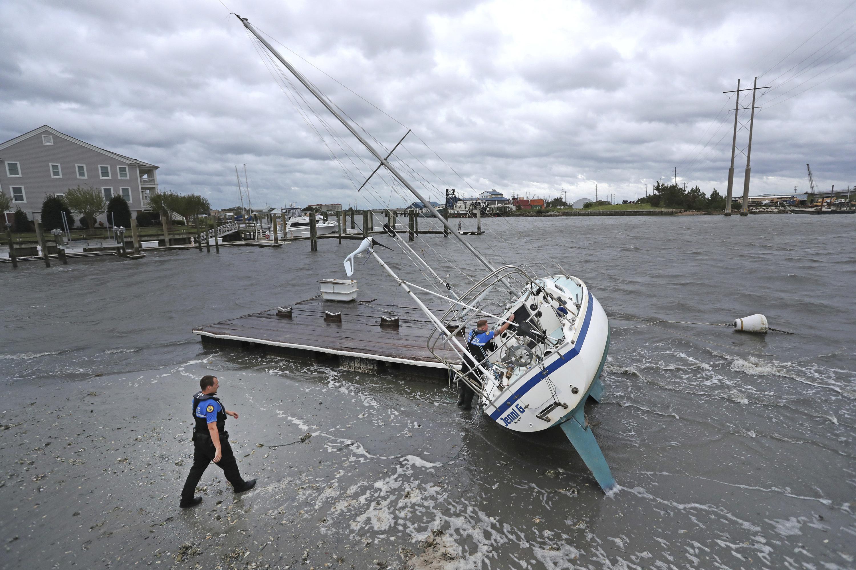 """حاكم نورث كارولاينا، قال إن جزيرة أوكركوك تعرضت """"لفيضانات كارثية"""""""