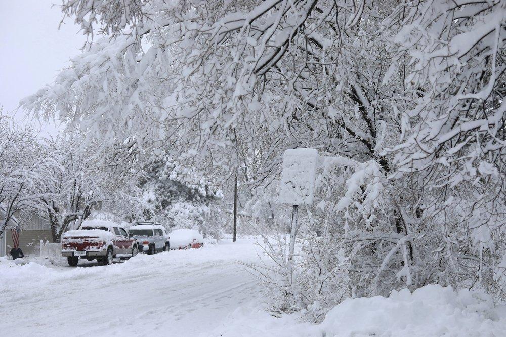 شوارع مدينة فلاغستاف في أريزونا مغطاة بالثلوج