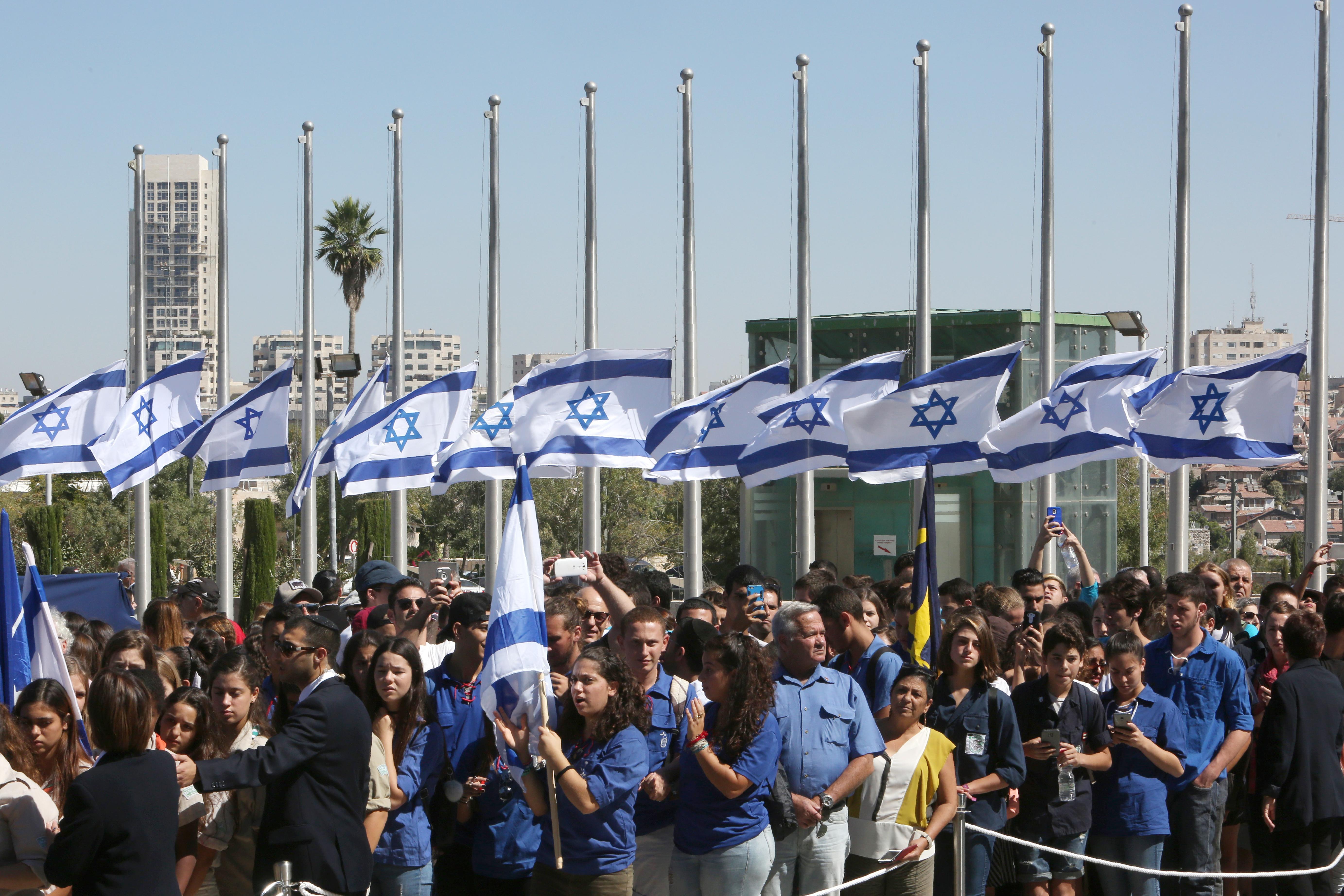 إسرائيليون قدموا لإلقاء النظرة الأخيرة على بيريس