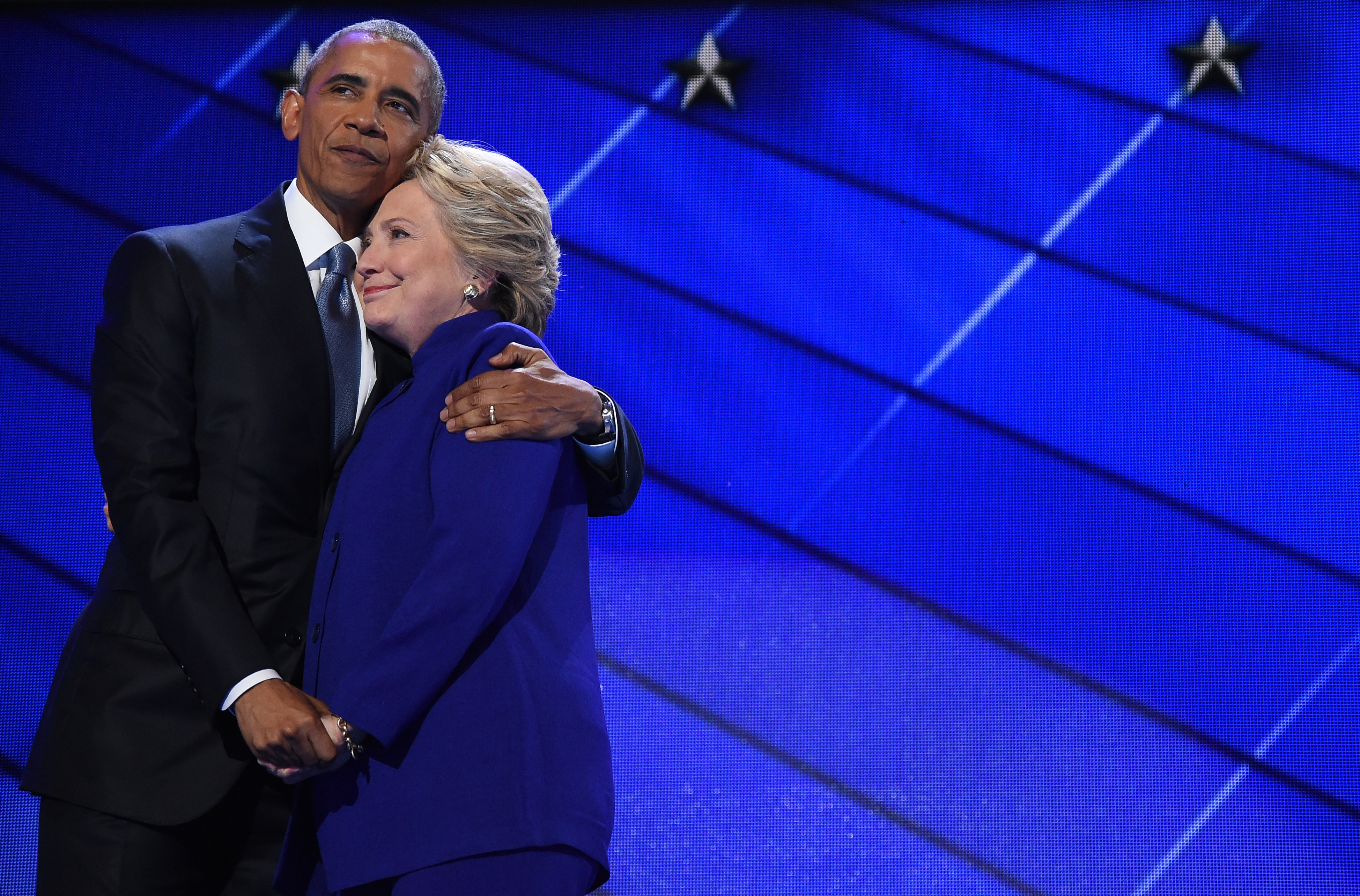 الرئيس باراك أوباما مع المرشحة الديموقراطية للرئاسة هيلاري كلينتون
