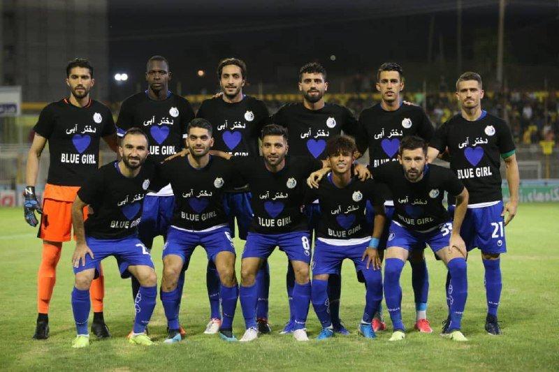 فريق استقلال طهران يتضامن مع الفتاة الزرقاء قبل انطلاق المباراة