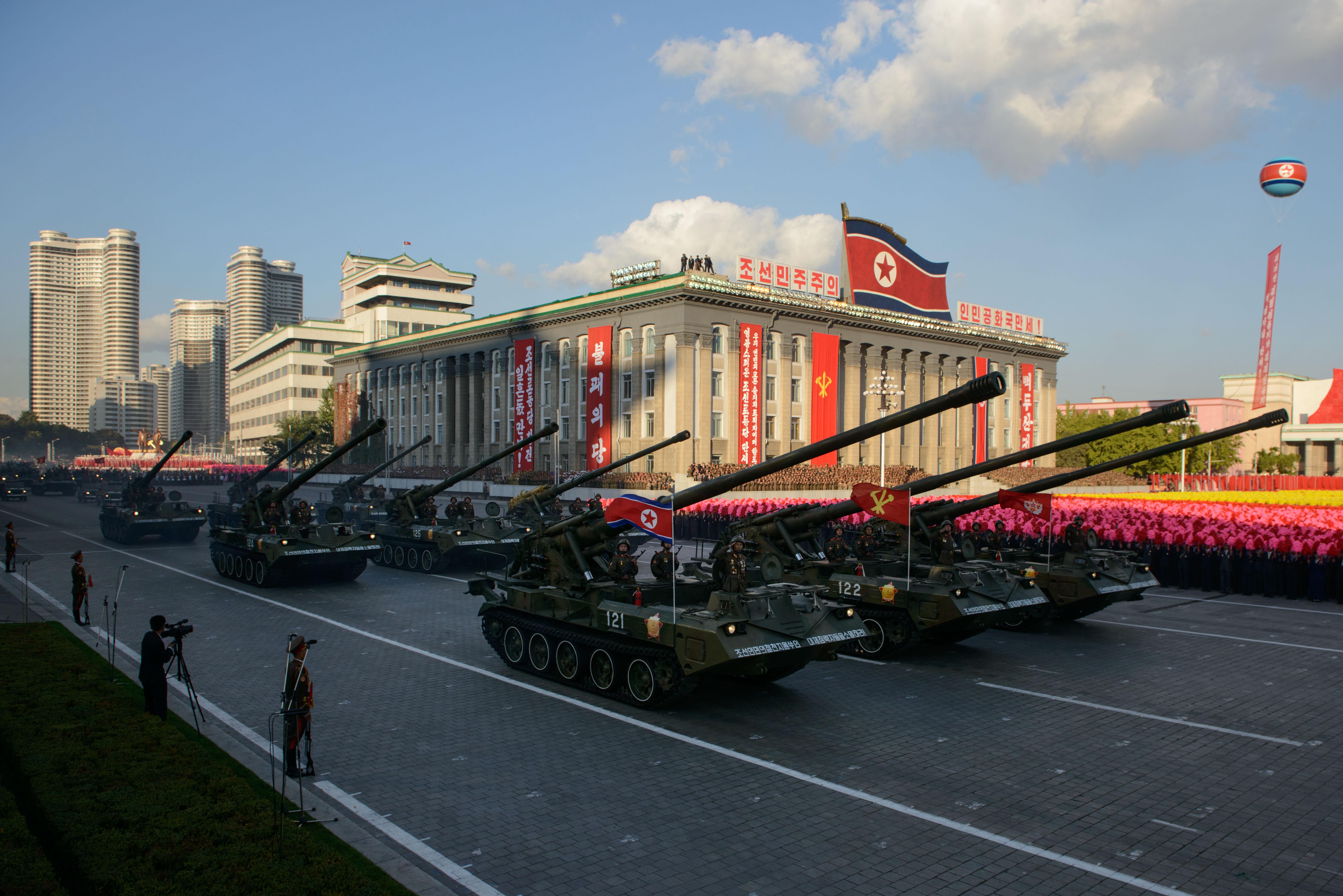احتفالات بيونغ يانغ بالذكرى الستين لتأسيس الحزب الحاكم