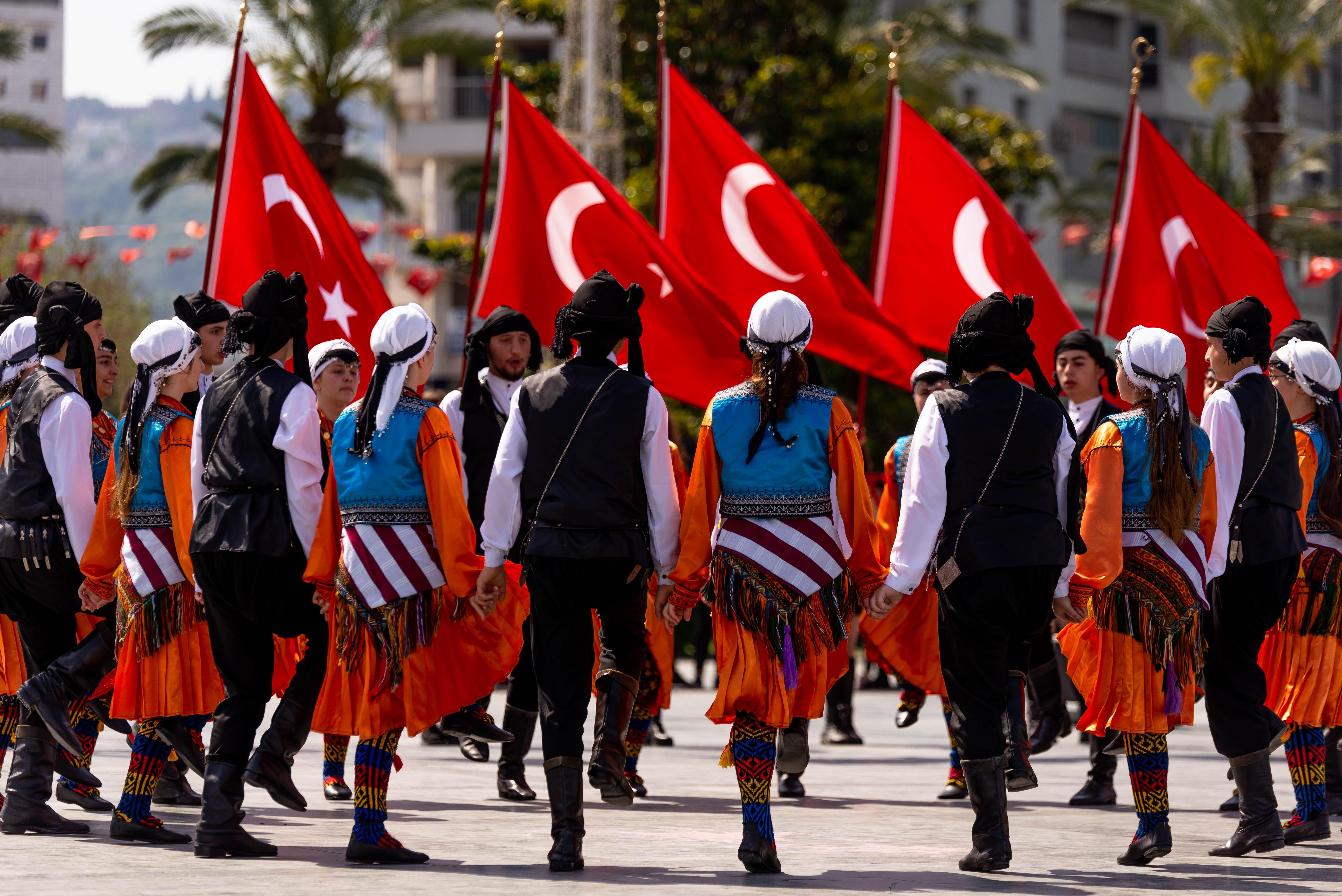رقصة الهورون التركية