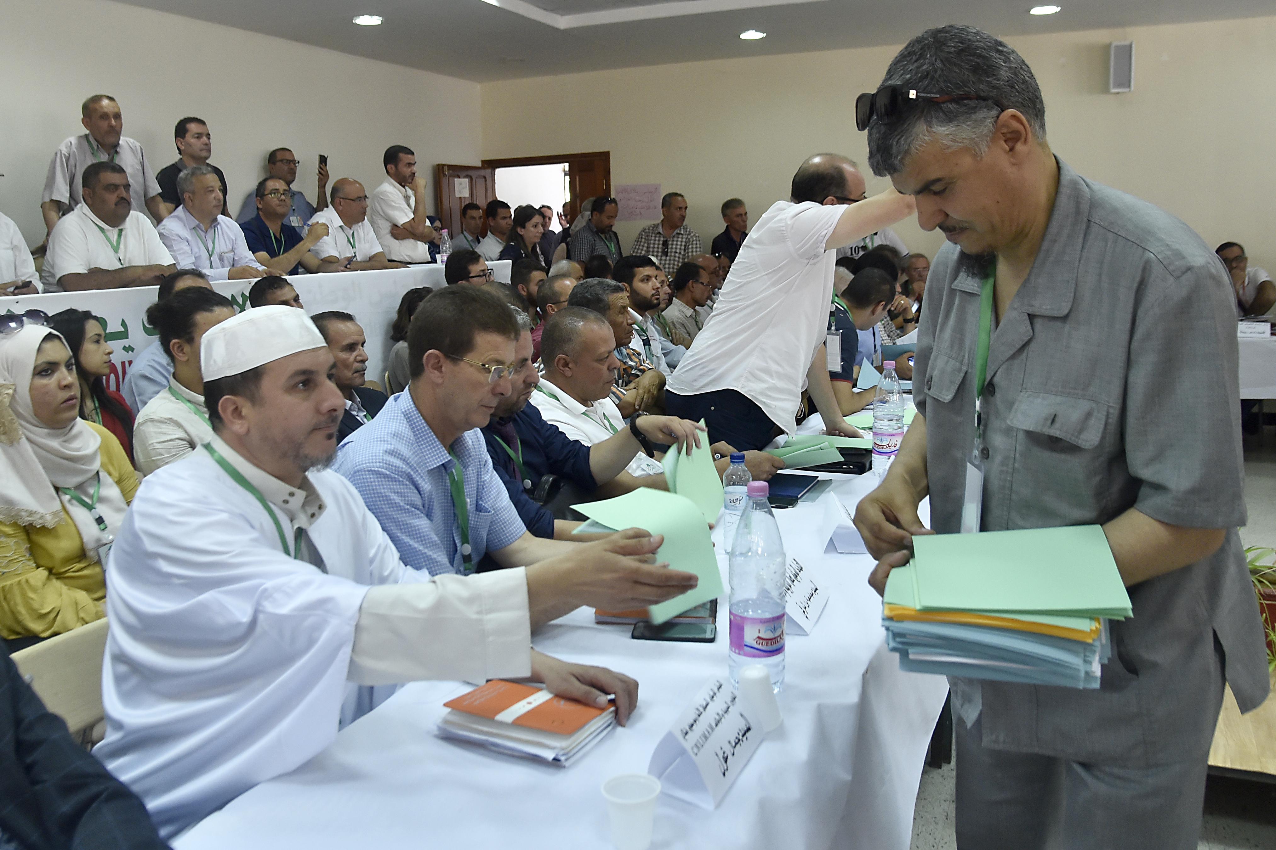 توزيع نص أرضية مبادرة الوطنية لفعاليات المجتمع المدني بالجزائر
