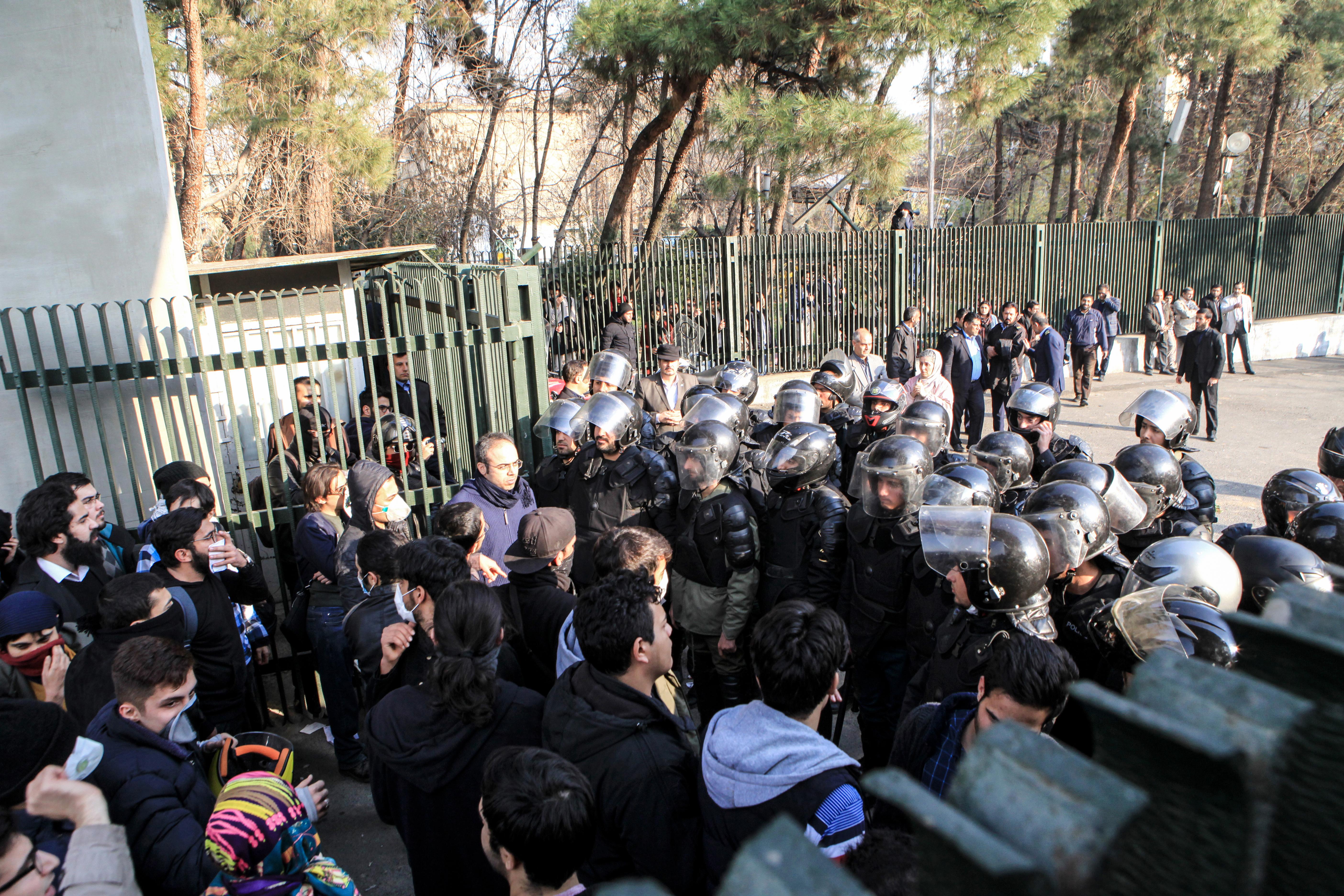 جانب من مظاهرة نظمها طلاب جامعة إيران السبت