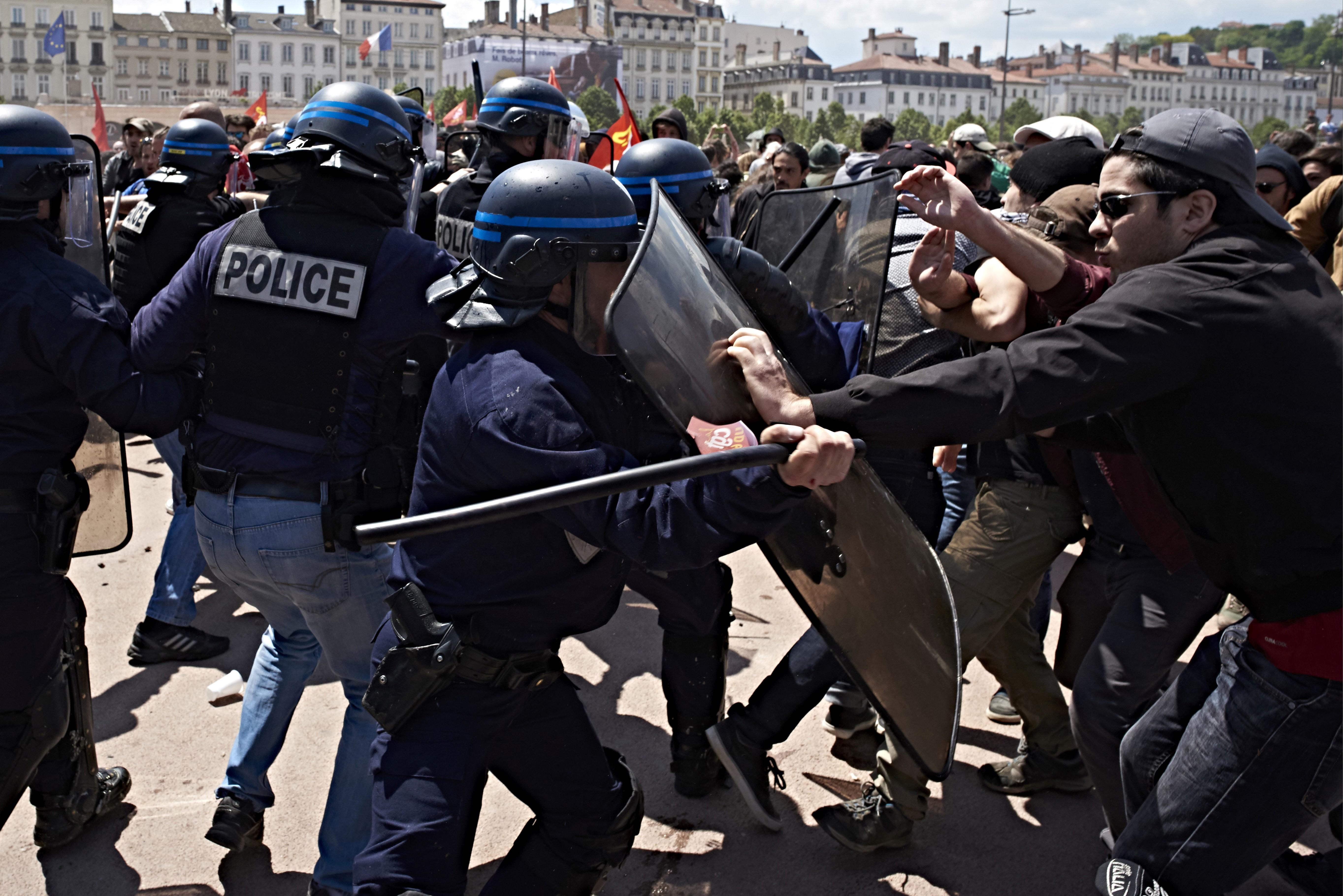 مواجهات خلال مظاهرة ضد قانون العمل الذي تسعى الحكومة الفرنسية لإقراره- أرشيف