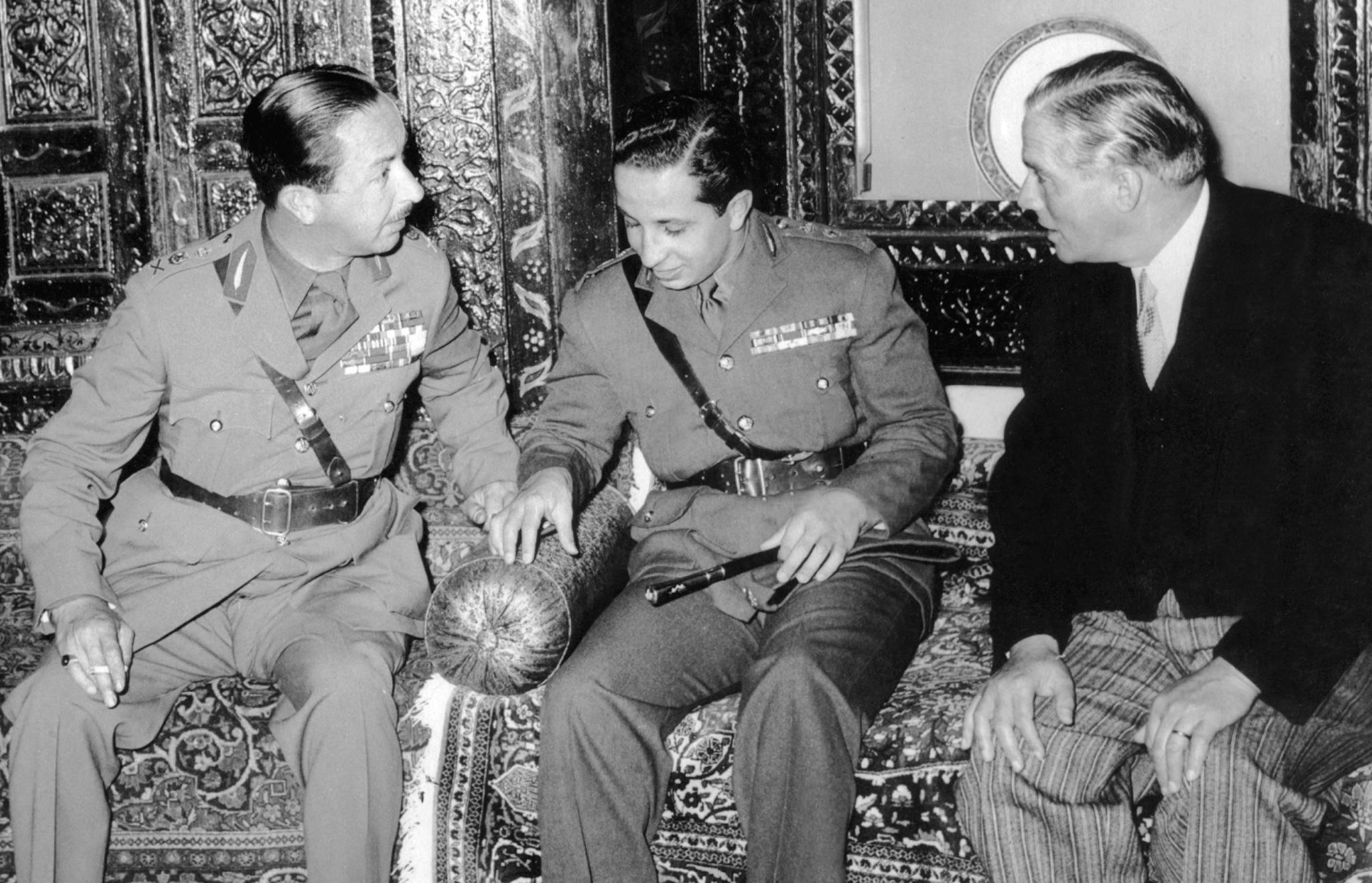 1957 الملك فيصل الثاني خلال لقائه الرئيس اللبناني الأسبق كميل شمعون عام