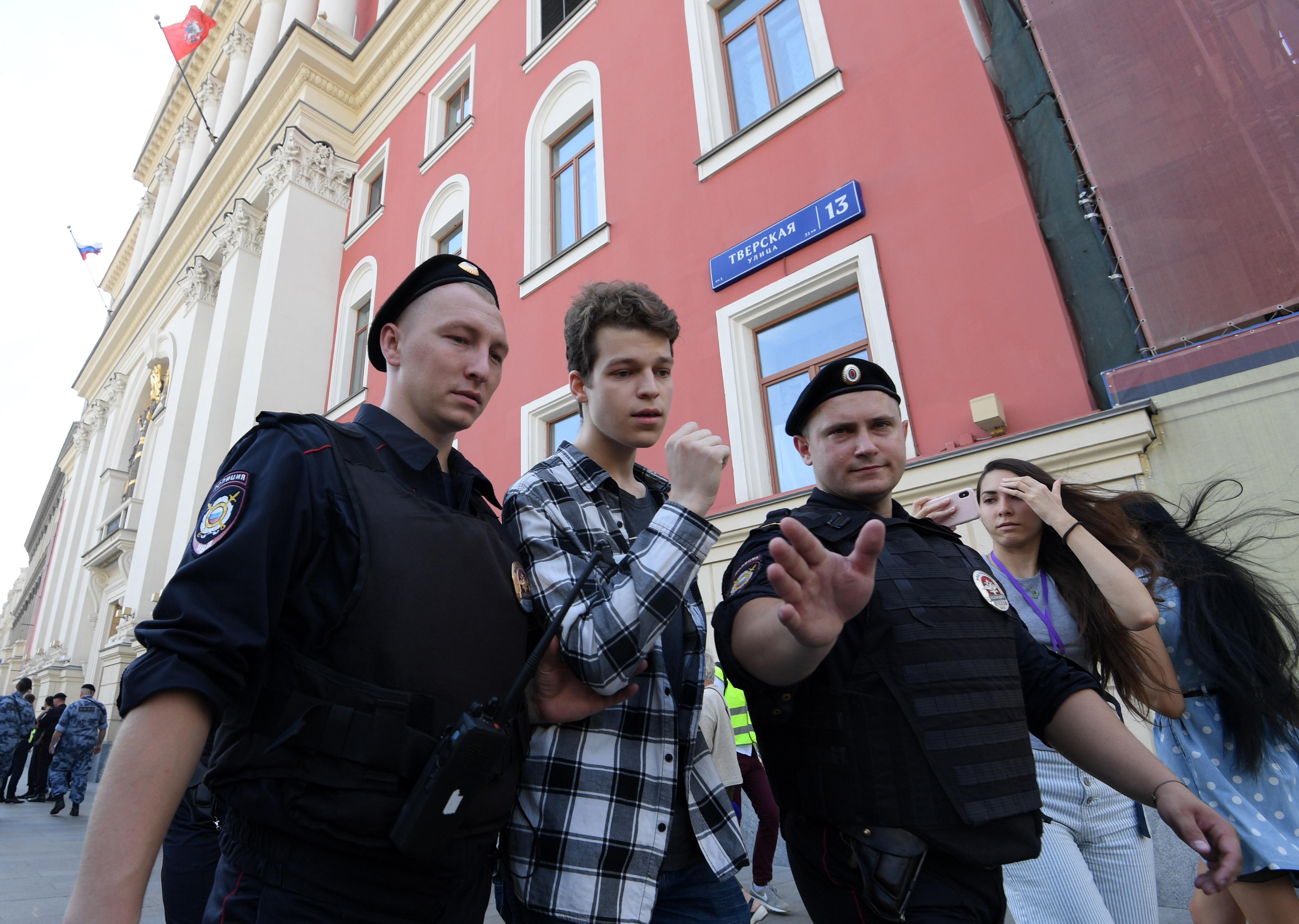 الشرطة الروسية تفض احتجاجا لقوى المعارضة بالقوة