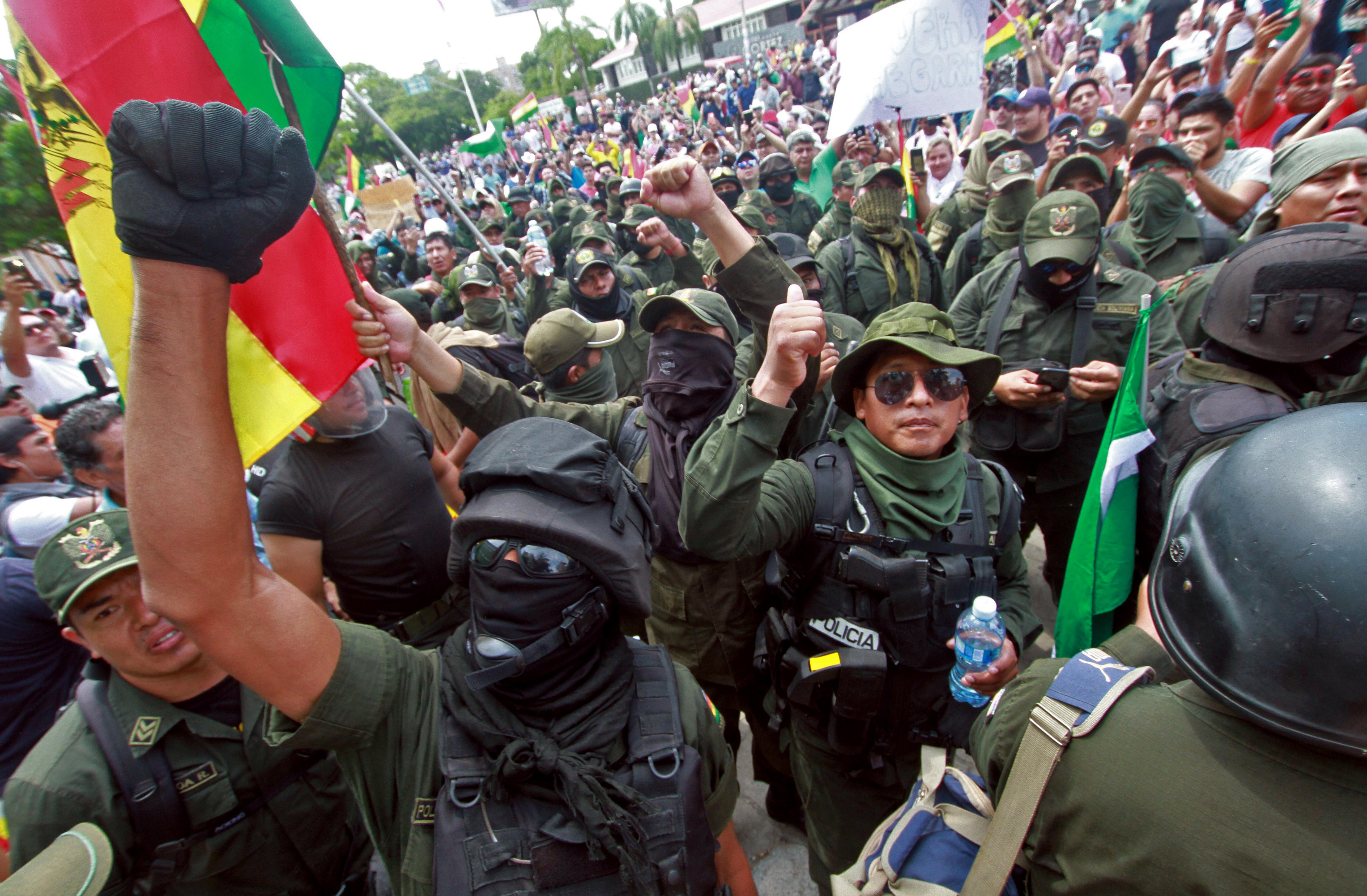 قوات الأمن انضمت إلى جانب معارضي الرئيس البوليفي
