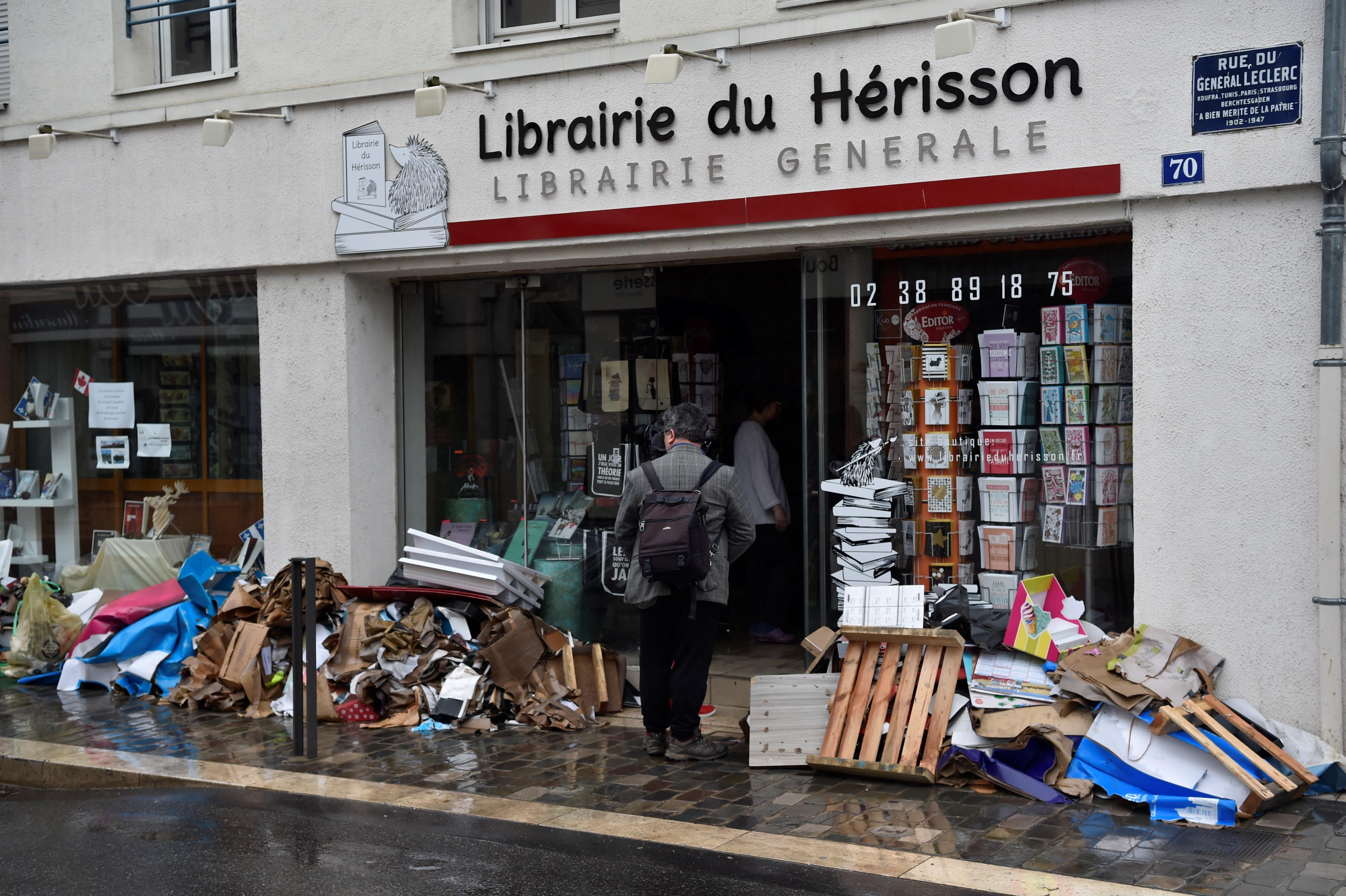 أضرار جراء الفيضانات الناجمة عن هطول أمطار غزيرة في مونتارجي، إلى الجنوب من باريس