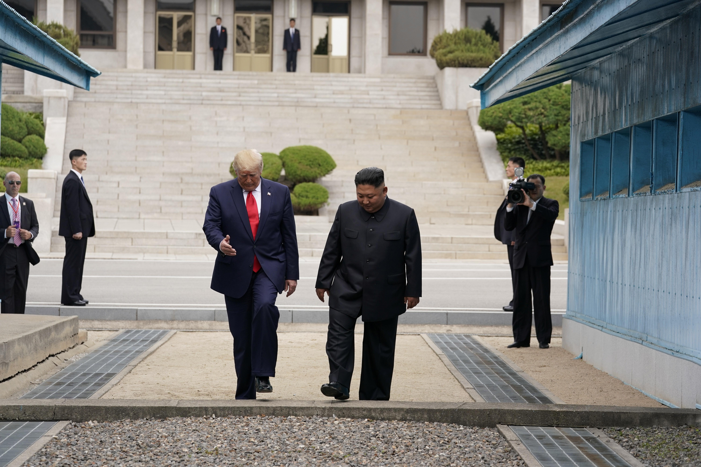 دونالد ترامب أول رئيس أميركي يدخل الأرض الكورية الشمالية