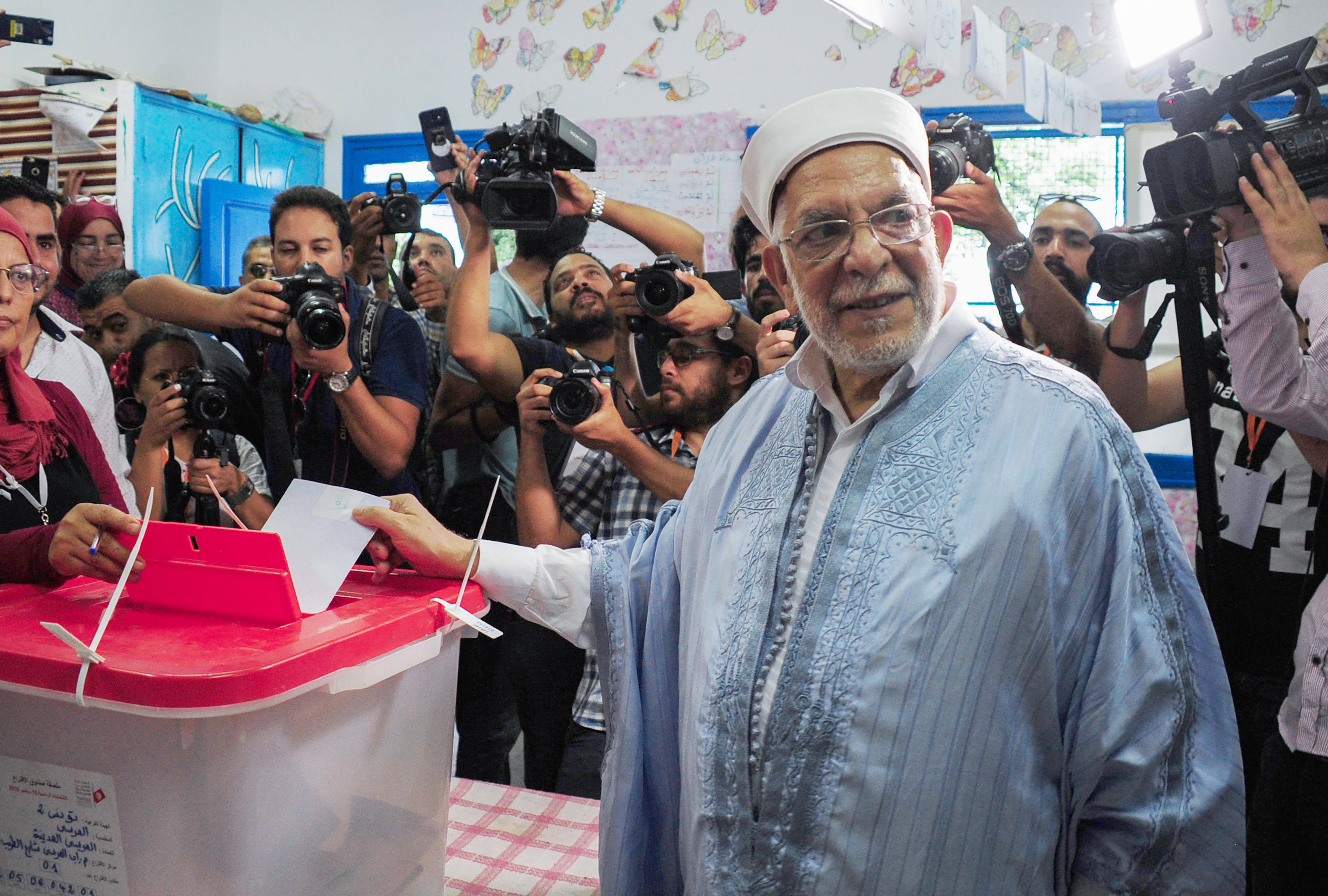مرشح الانتخابات الرئياسية عبدالفتاح مورو يدلي بصوته