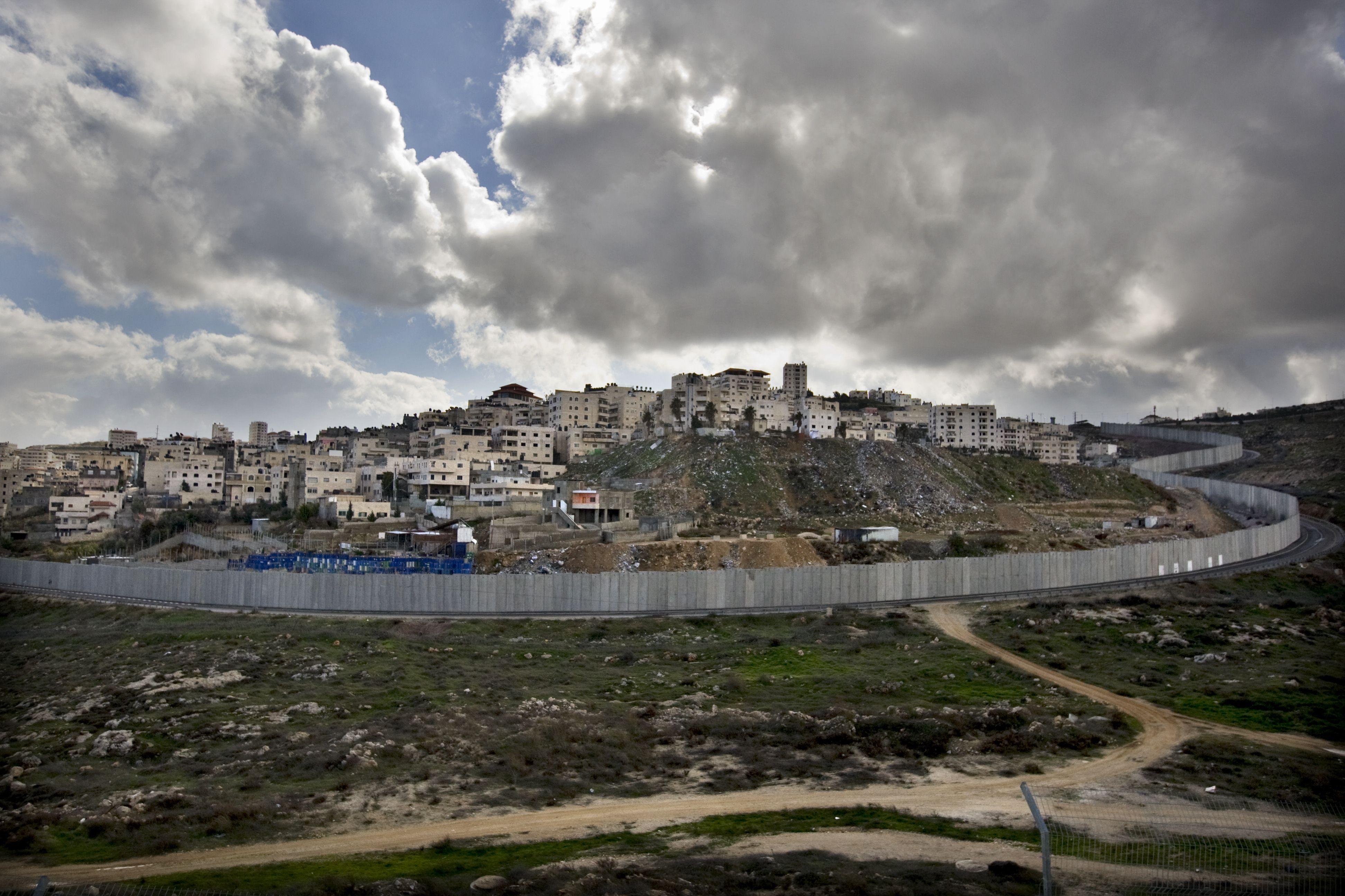 الجدار الفاصل بين الأراضي الفلسطينية وإسرائيل