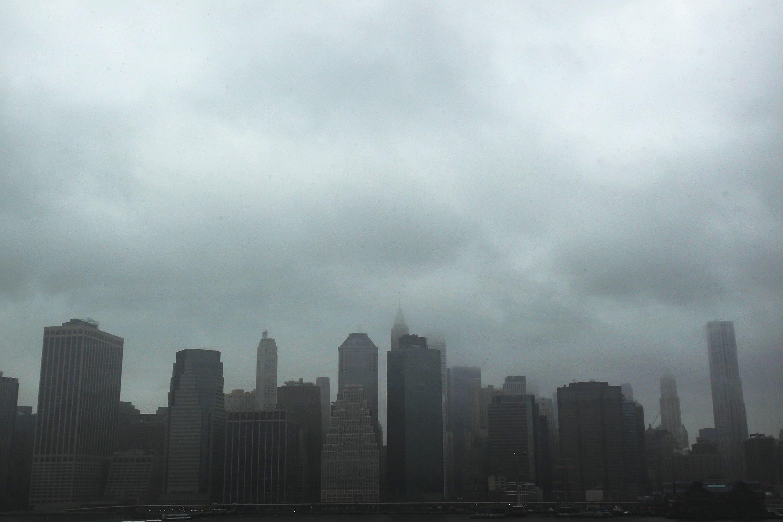 الثلج يتساقط في منطقة لوور مانهاتن