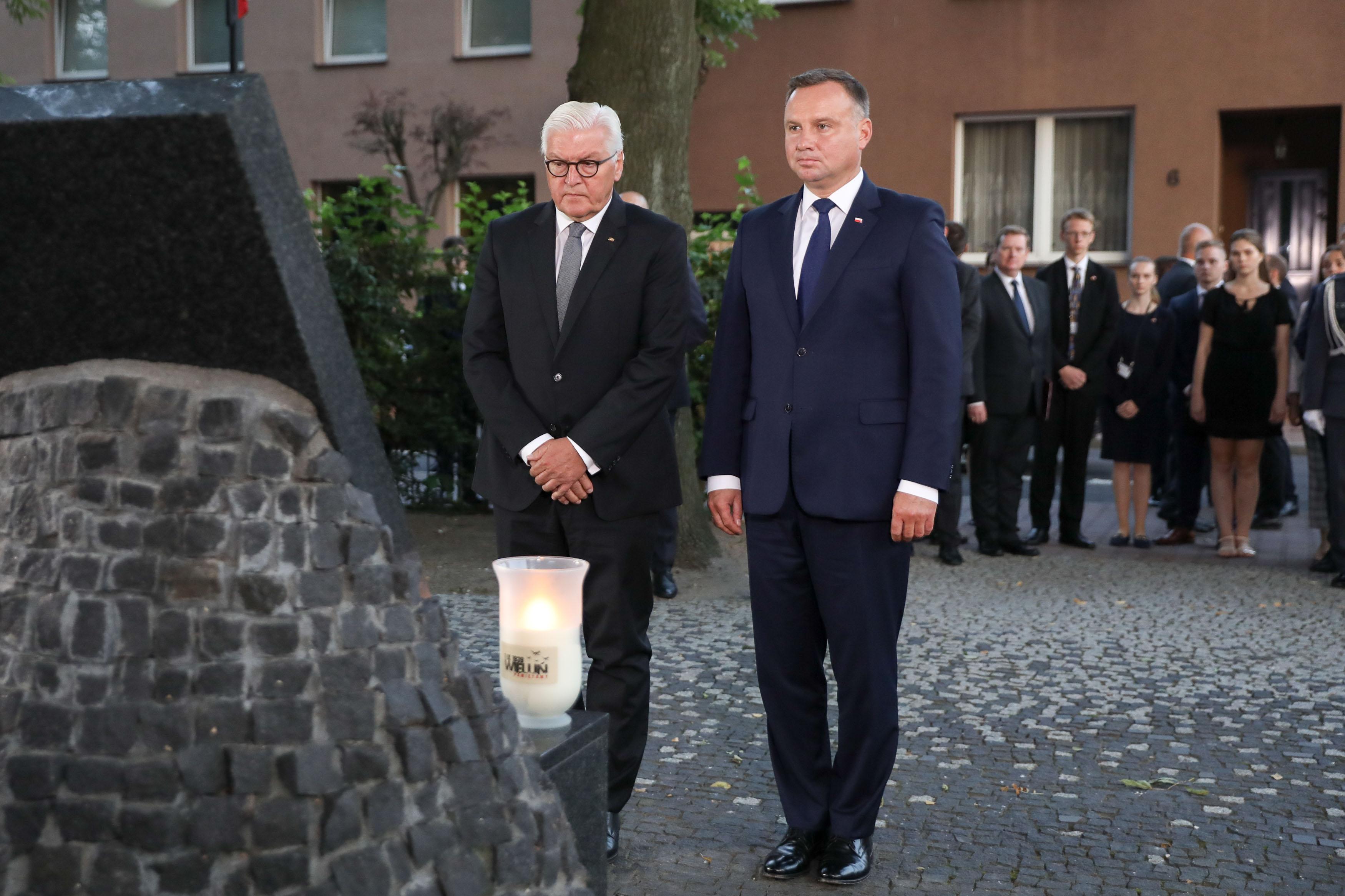 الرئيس الألماني فرانك فالتر شتاينماير والرئيس البولندي اندريه دودا خلال المراسم التي جرت في فيلون