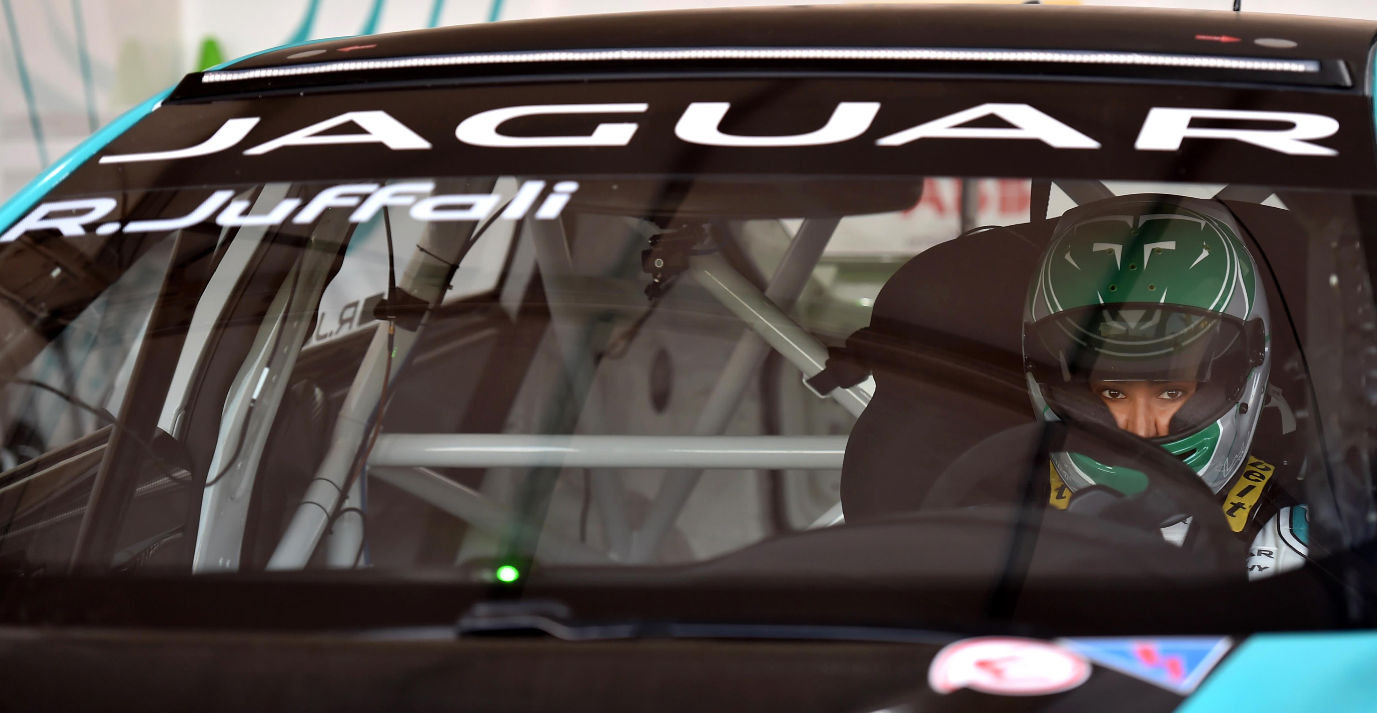 وتحلم الجفالي بالمشاركة ليوم واحد في سباق لومان 24 الكلاسيكي الفرنسي