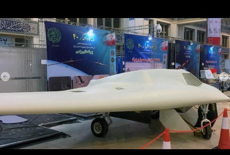 """إيران تعرض نسخة لطائرة """"صاعقة"""" من دون طيار"""