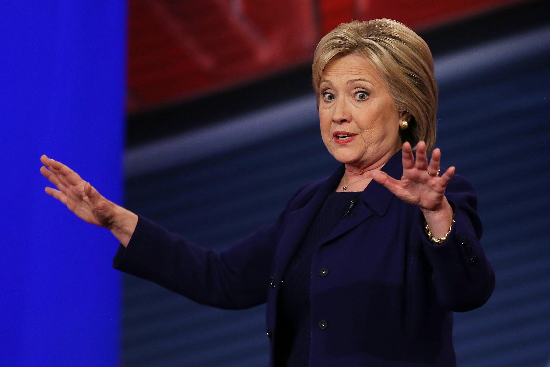 هيلاري كلينتون خلال لقاء بولاية نيوهامشير