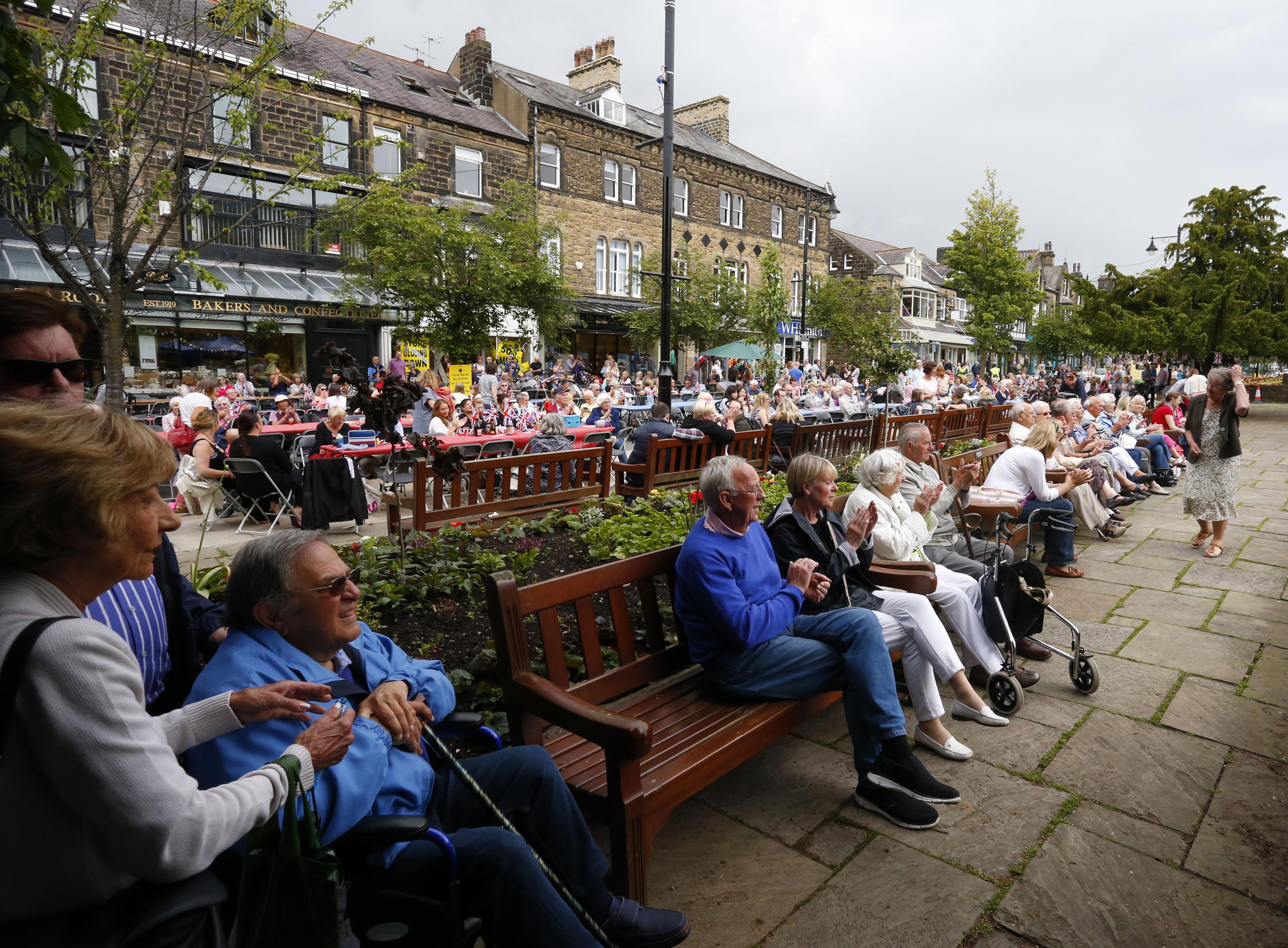بريطانيون ينتظرون ظهور الملكة في عيد ميلادها