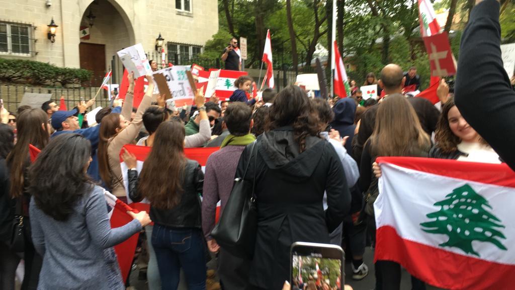 مظاهرات للجالية اللبنانية أمام سفارتهم في واشنطن