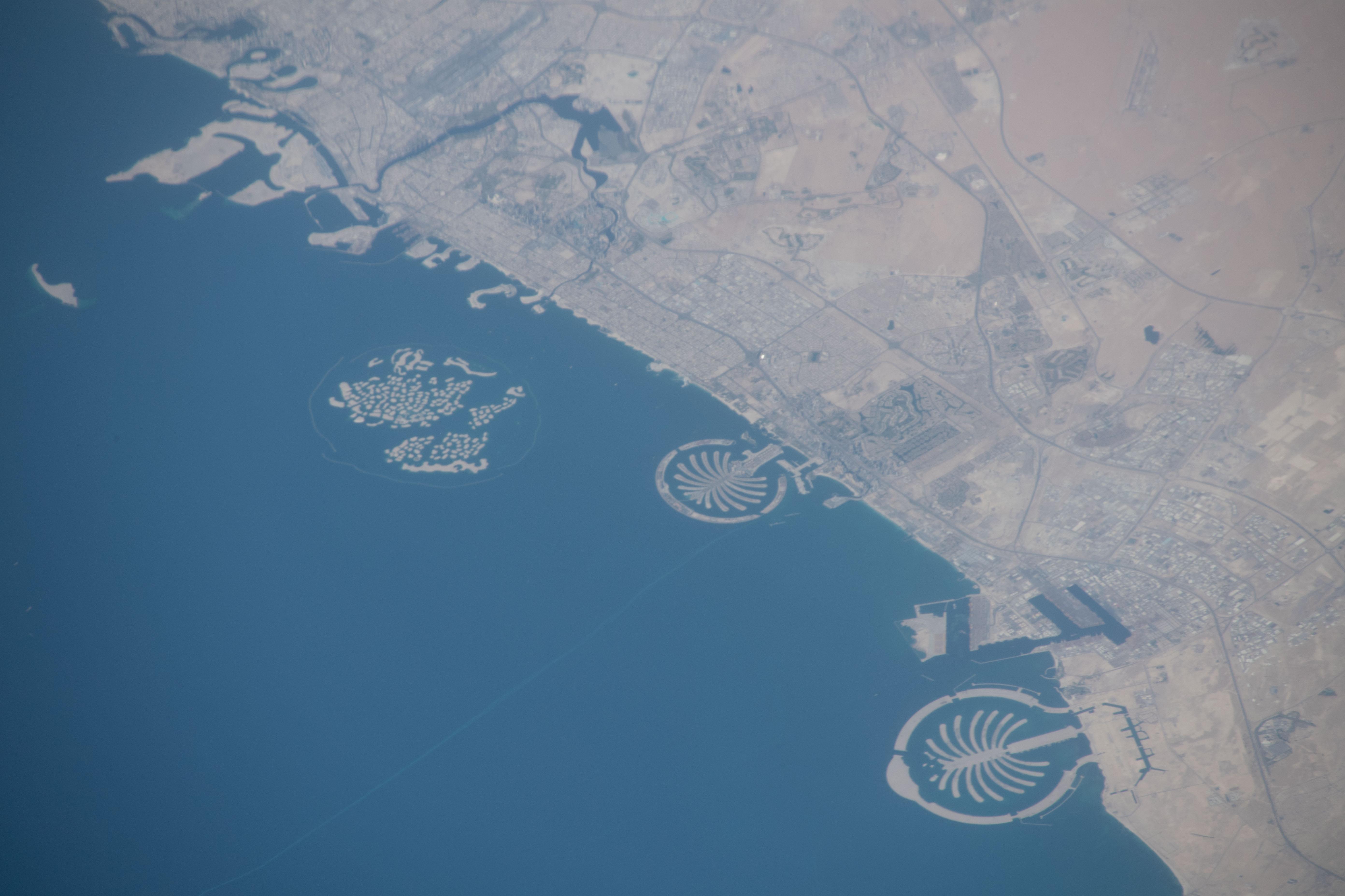 جزر النخيل الاصطناعية في دبي في صورة التقطت من محطة الفضاء الدولية
