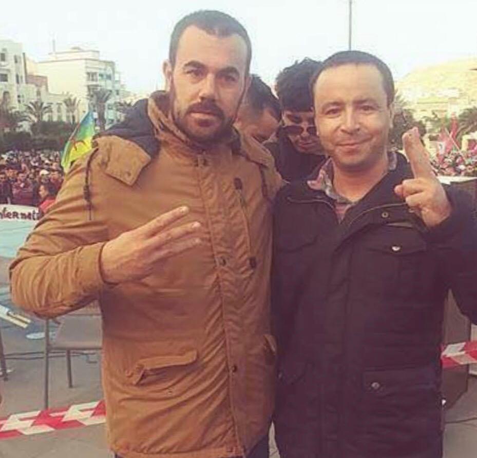 عبد الصادق البوشتاوي يمين الصورة رفقة الناشط ناصر الزفزافي
