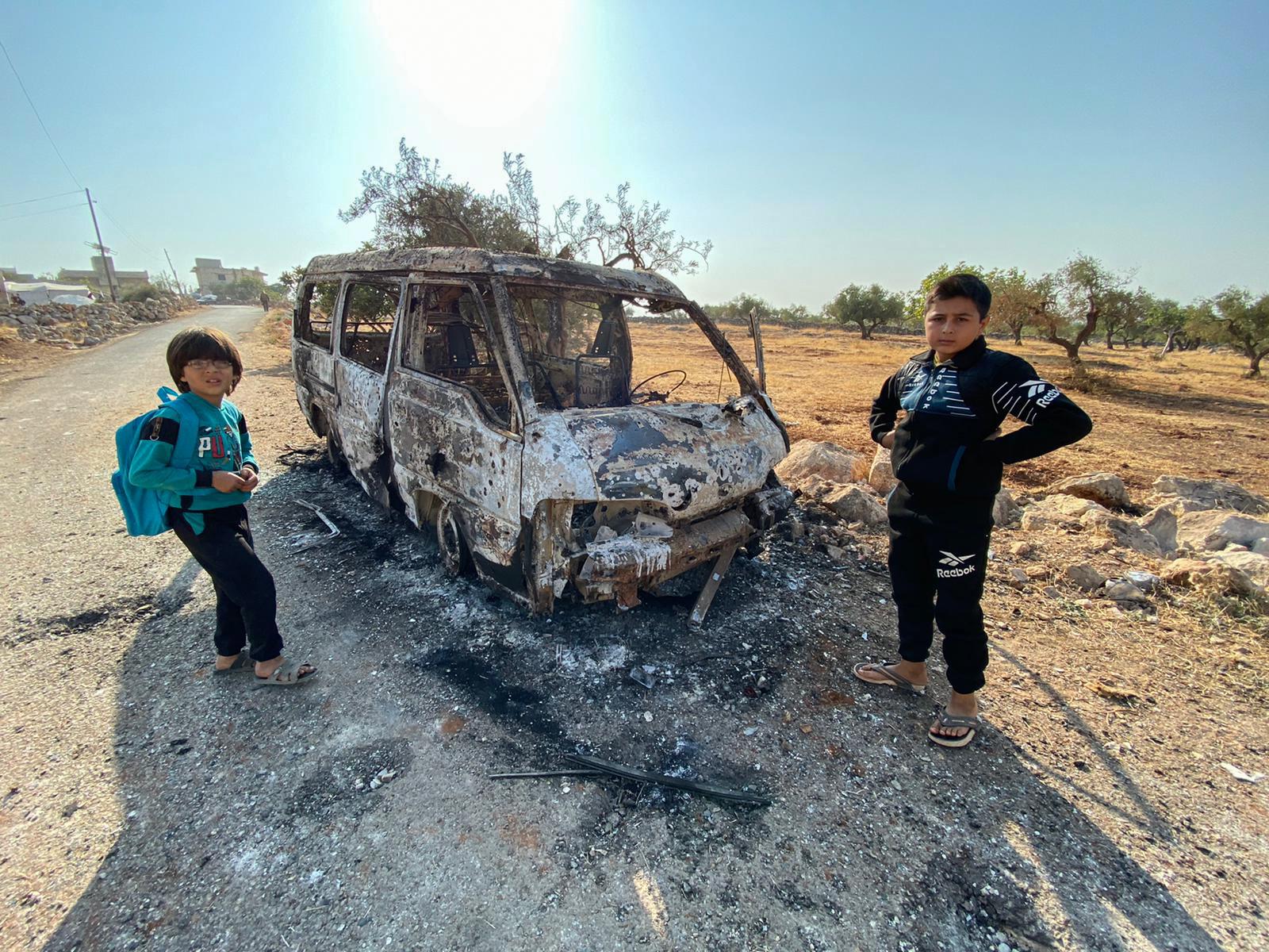 سيار محترقة في الموقع الذي استهدفته المروحيات الأميركية بقرية باريشا - صباح 27 أكتوبر 2019