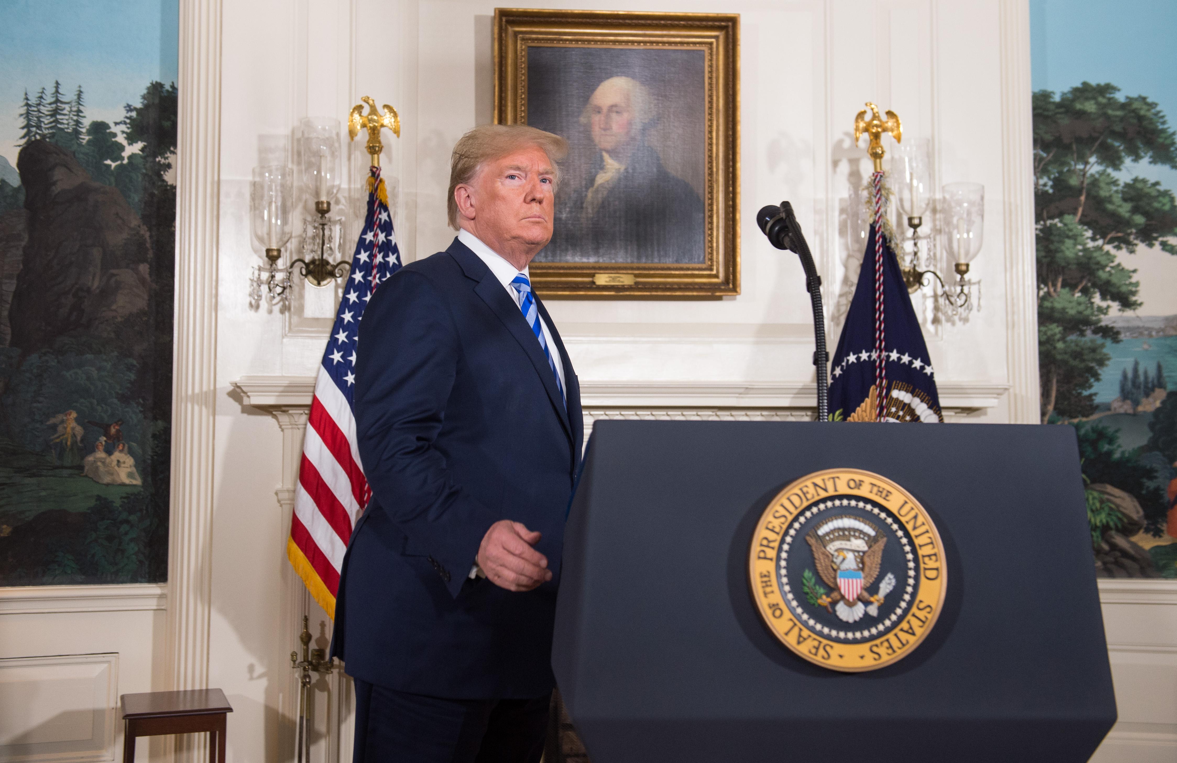 ترامب خلال الإعلان عن الانسحاب من الاتفاق النووي