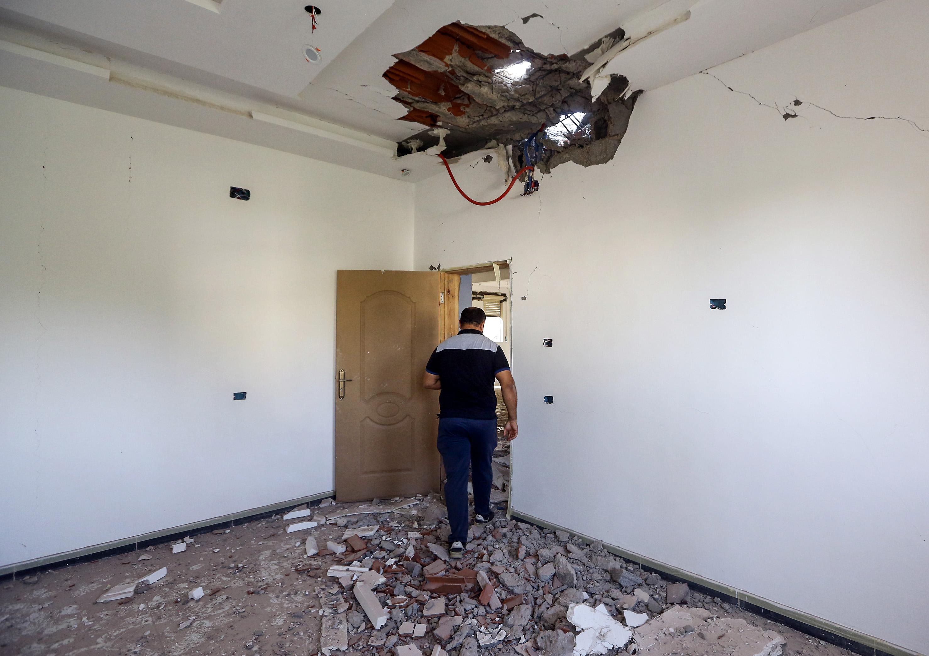 قذيفة صاروخية عشوائية خلال الاشتباكات بين الفصائل المسلحة