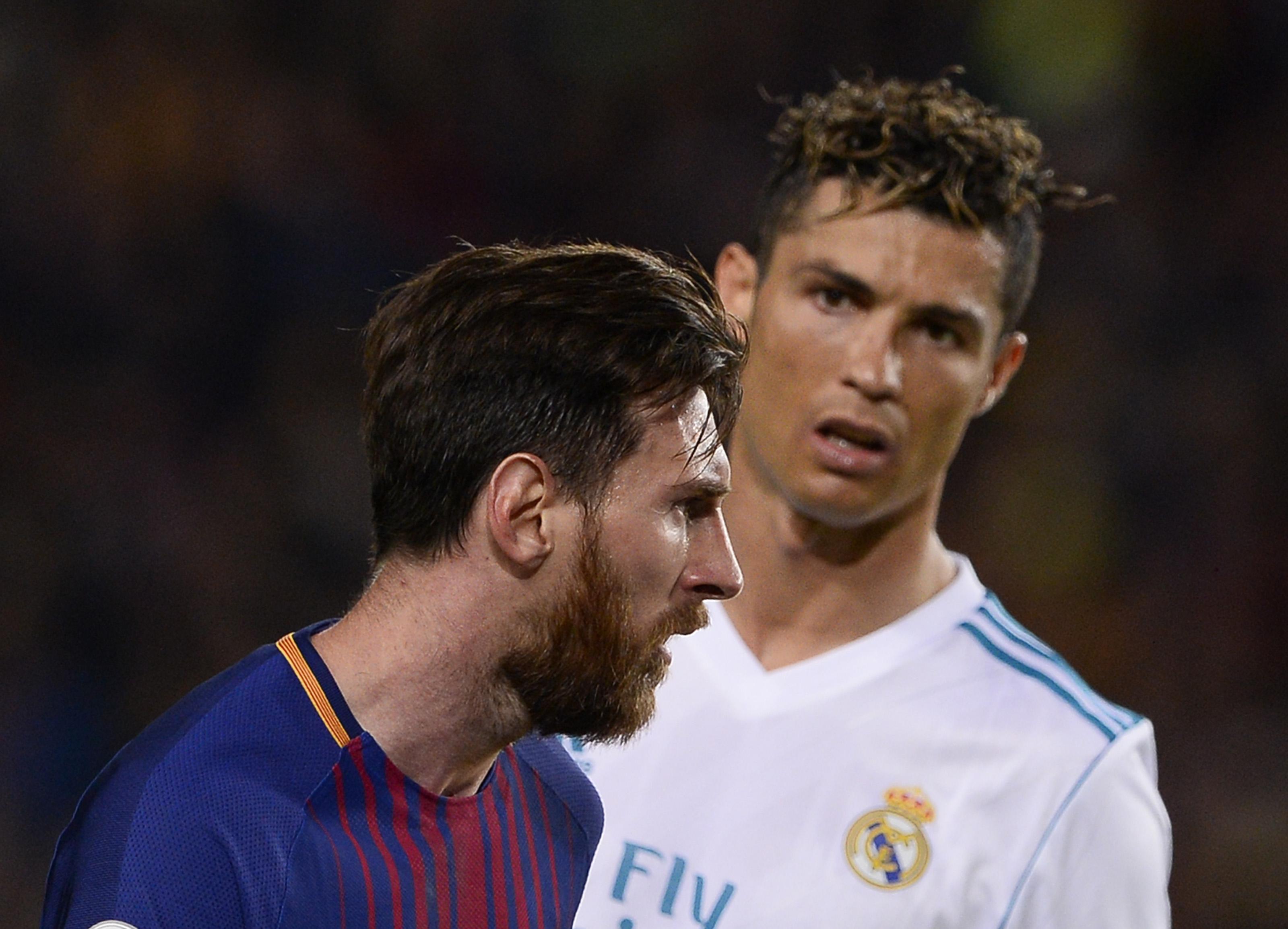 ميسي ورونالدو خلال مباراة بين برشلونة وريال مدريد عام 2018 - أرشيف