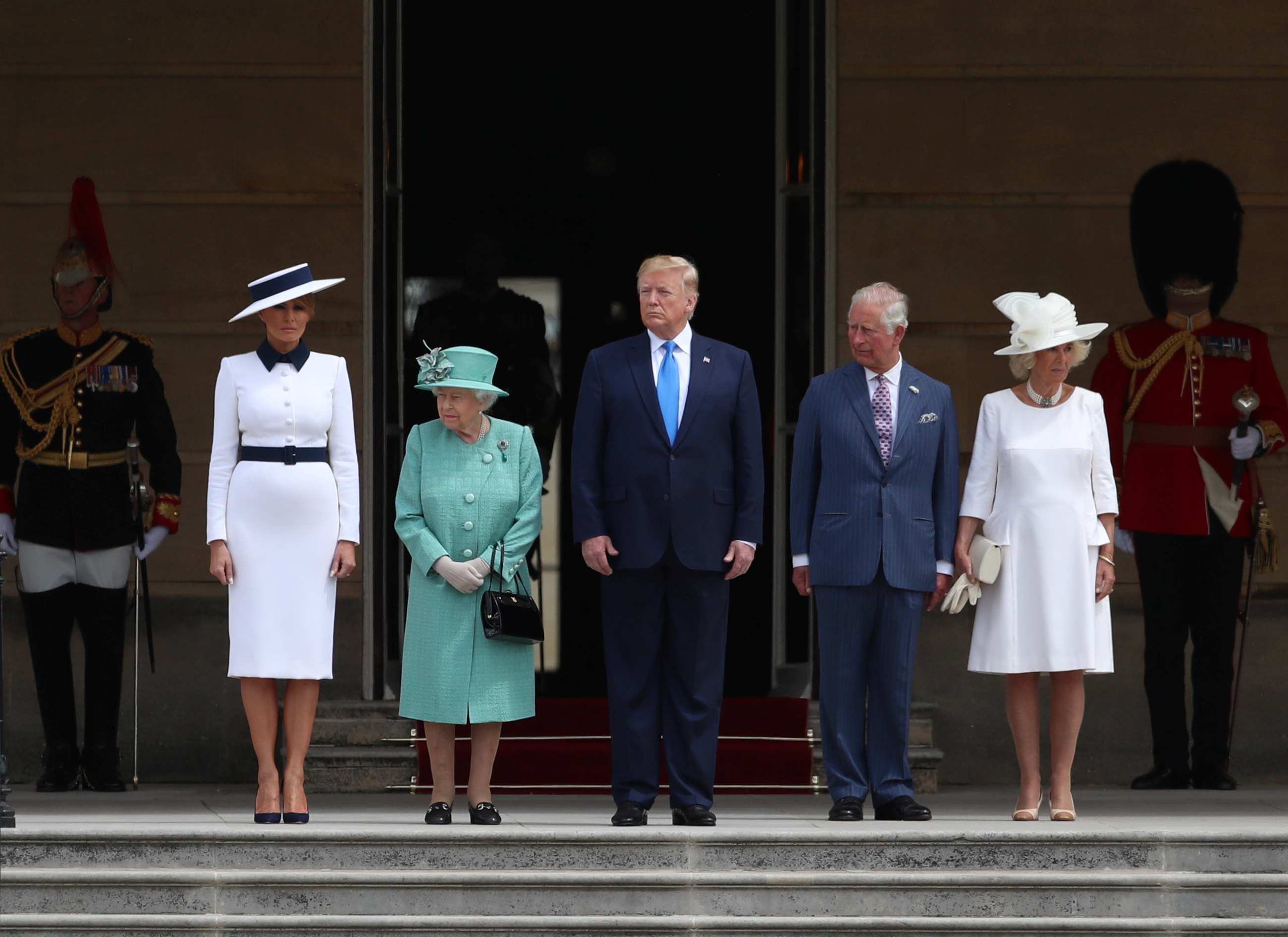 الرئيس دونالد ترامب والسيدة الأولى ميلانيا برفقة الملكة إليزابيث خلال حفل استقباله في قصر باكنغهام