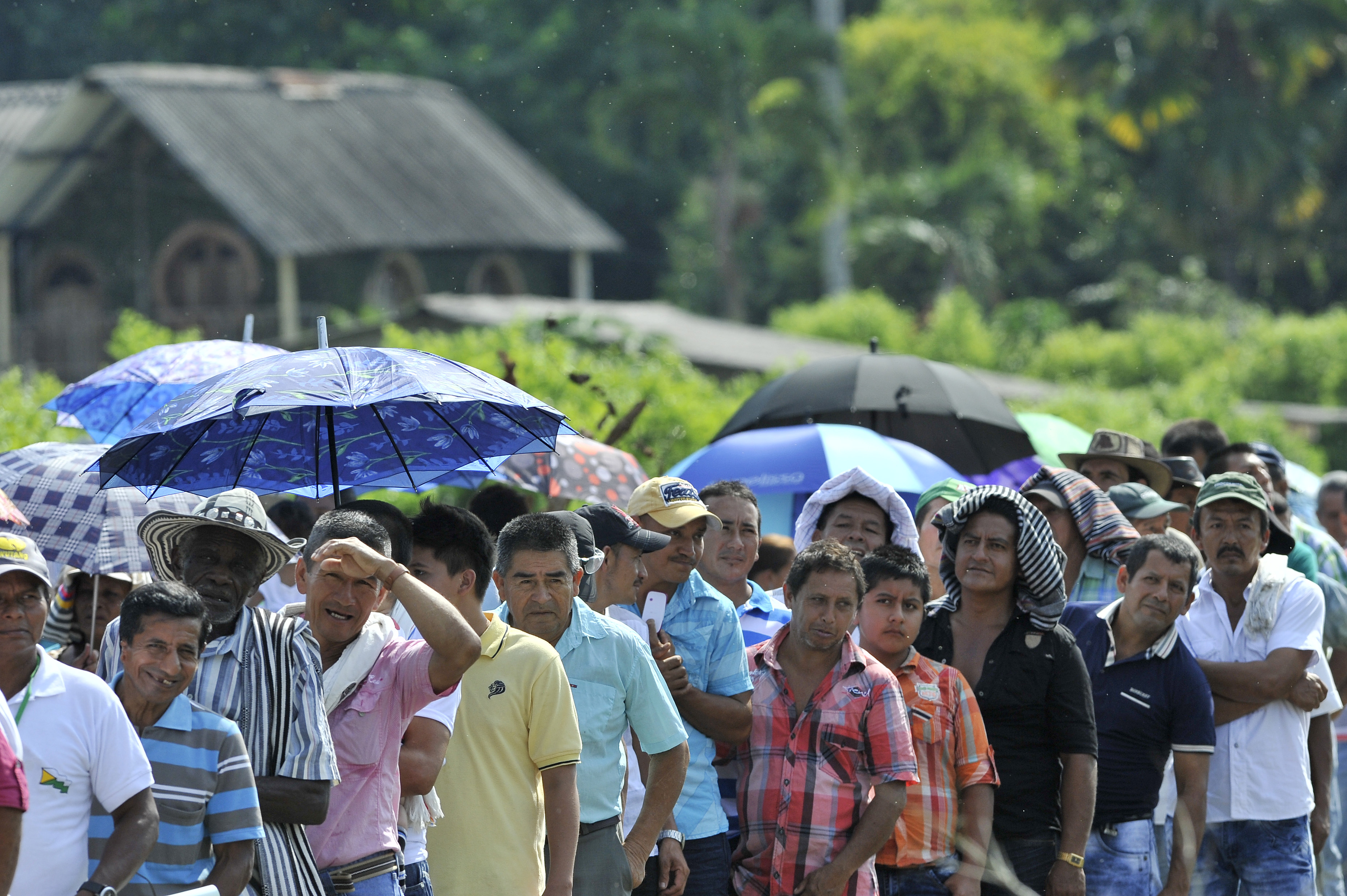 كولومبيون ينتظرون رئيس بلادهم