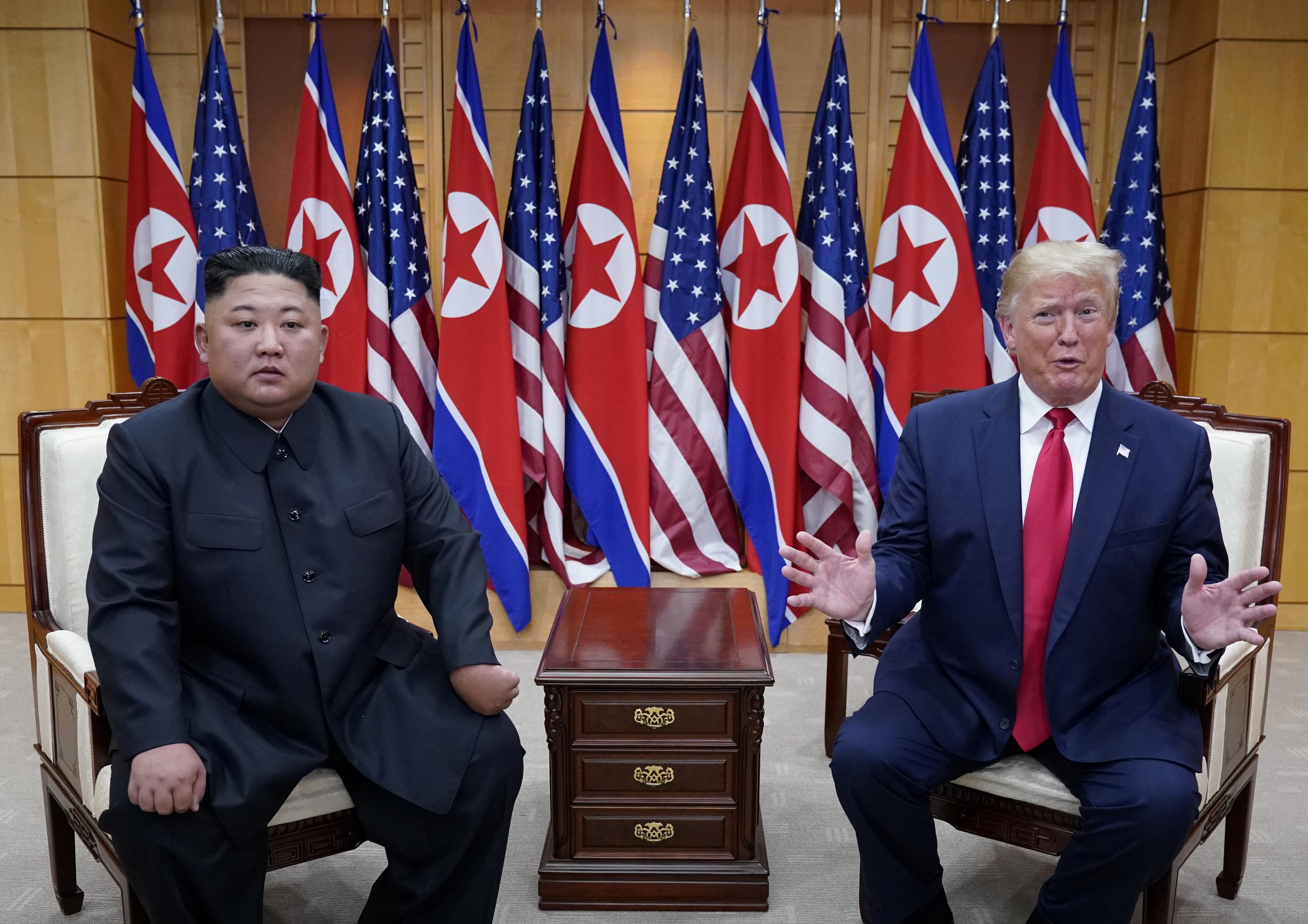 اجتماع بين الرئيس الأميركي دونالد وزعيم كوريا الشمالية كيم جونغ أونغ