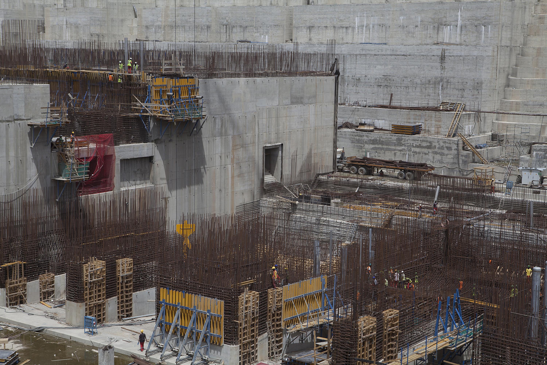 عاملون في بناء سد النهضة الأثيوبي_أرشيف
