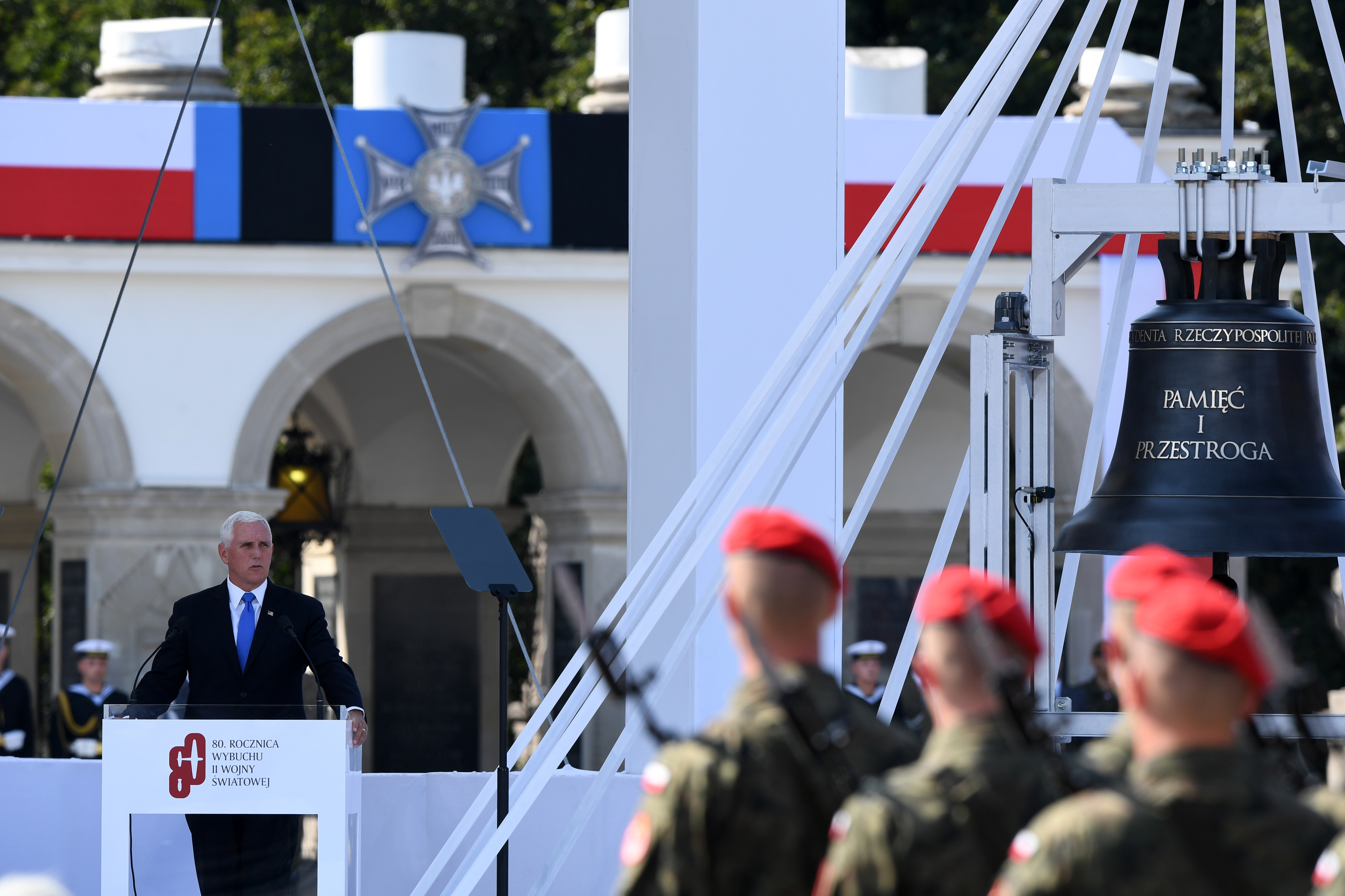 من مشاركة نائب الرئيس الأميركي مايك بنس في المراسم التي جرت في بولندا