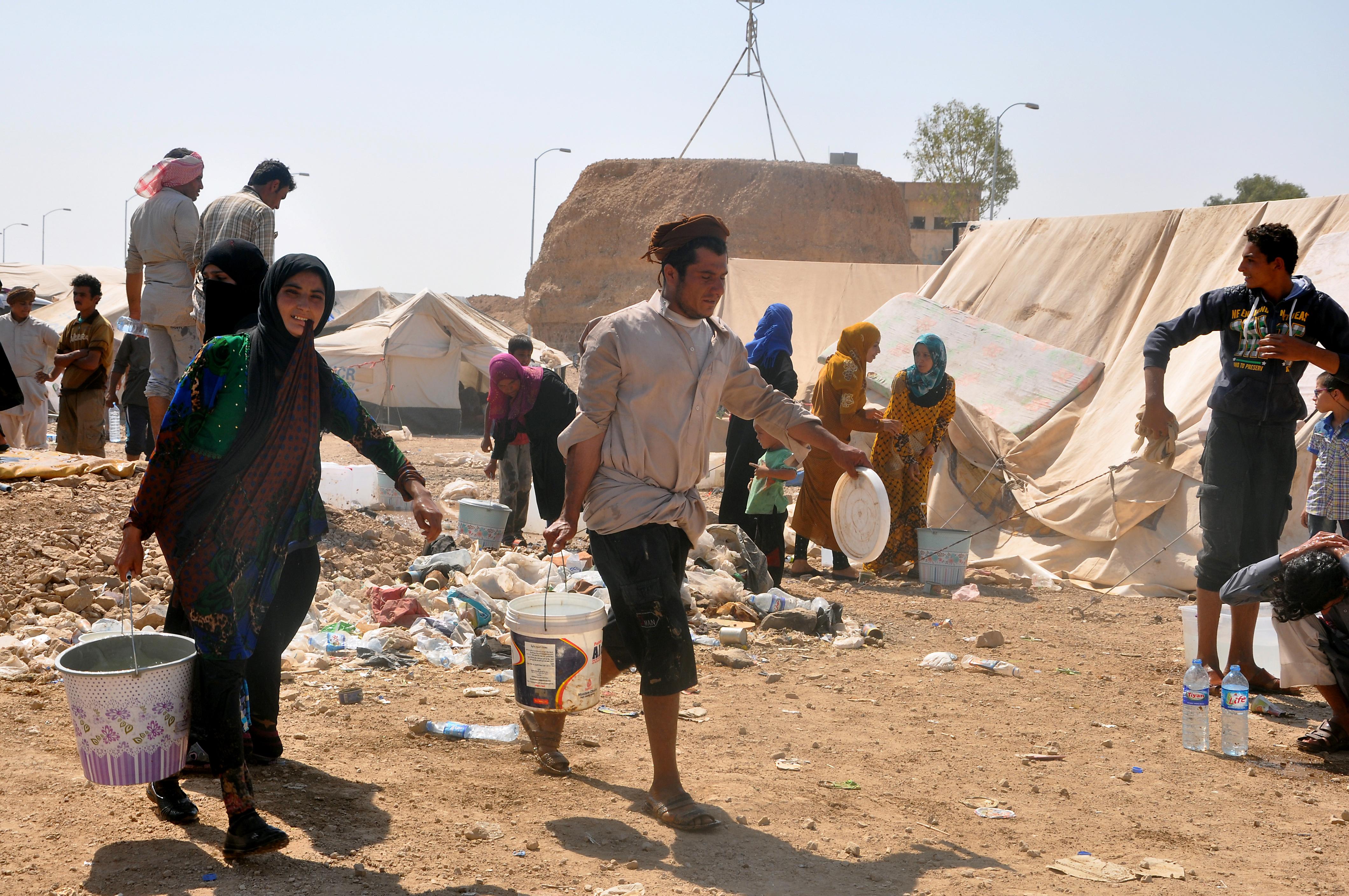 نازحون فروا من دير الزور في مخيم قرب الحسكة