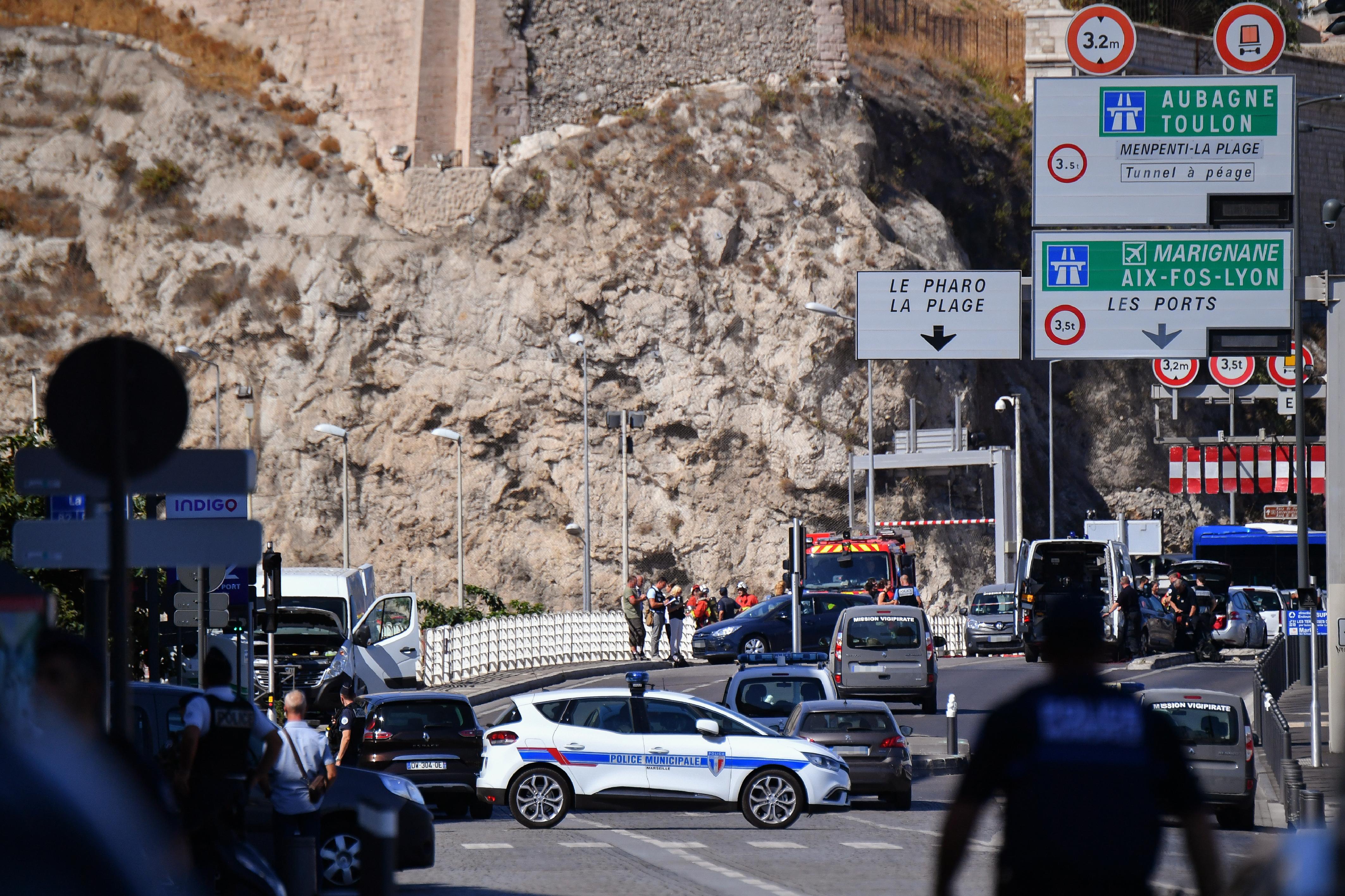 قوة من الشرطة الفرنسية في مكان الحادث بمرسيليا