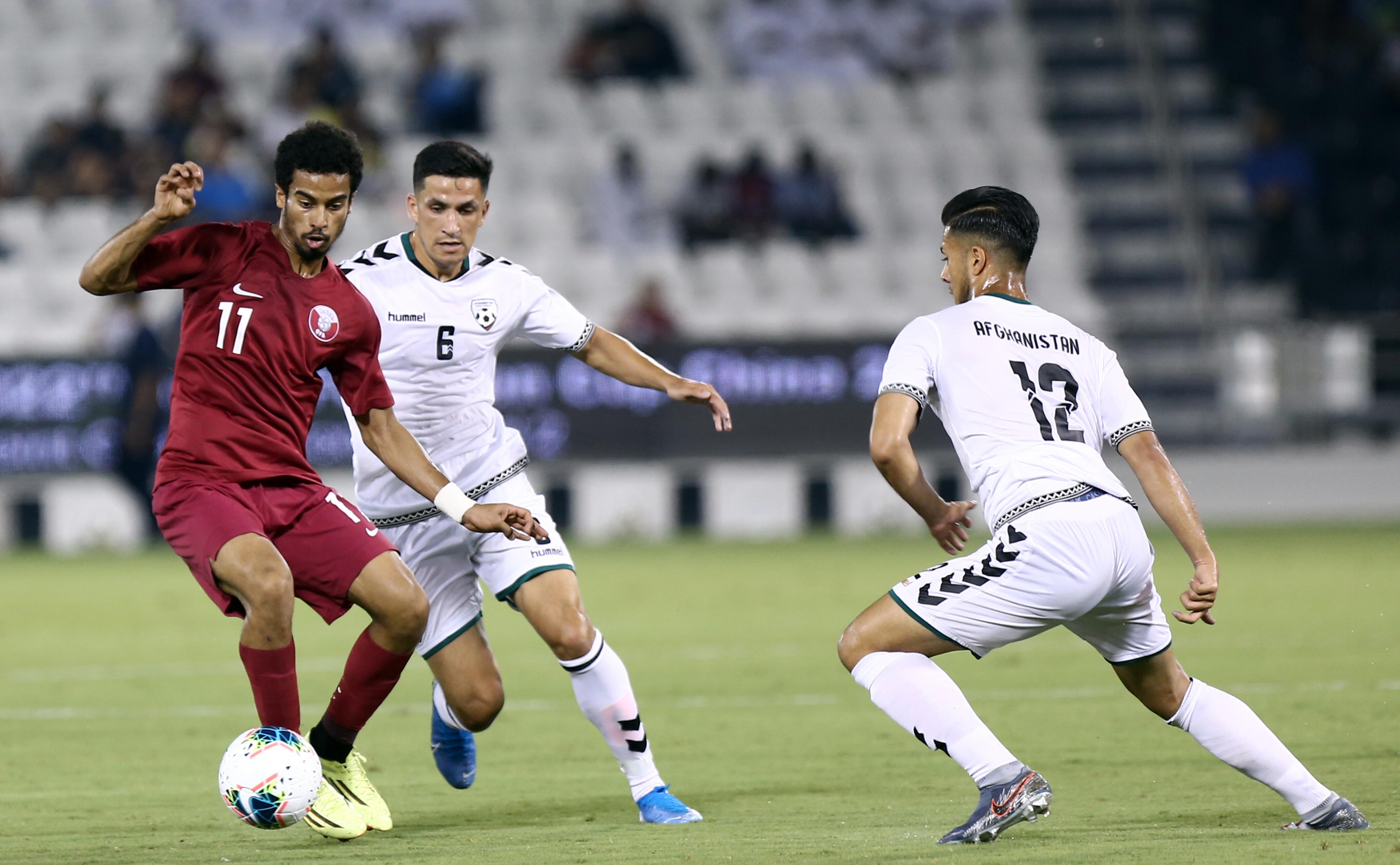 المهاجم القطري أكرم عفيف في لقطة من الجولة الأولى مع أفغانستان