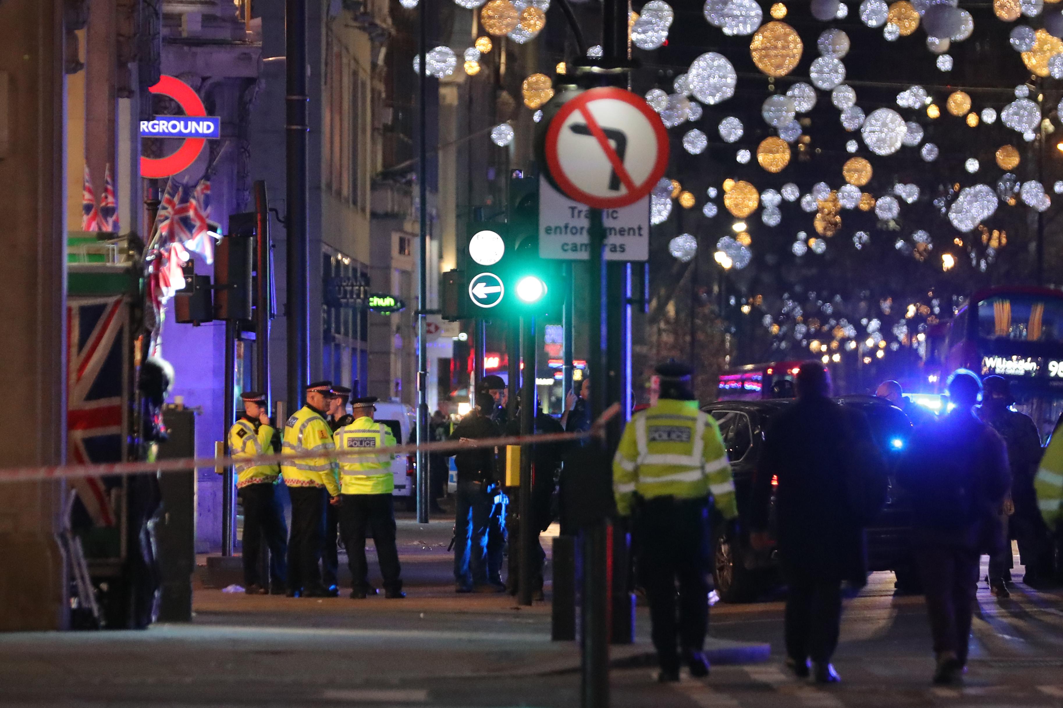 أخلت الشرطة شارع أكسفورد في وسط لندن