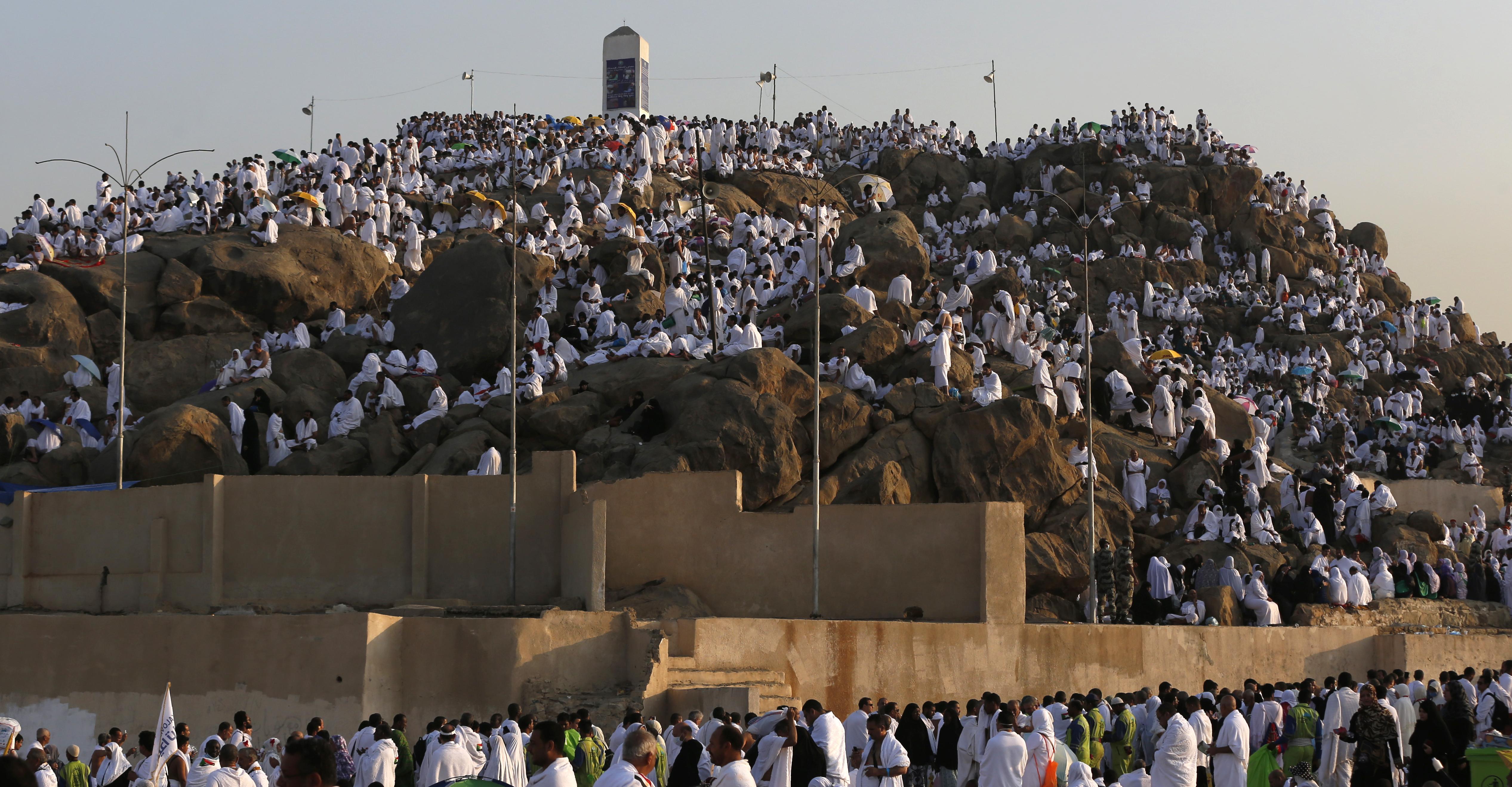 الحجاج يصلون جبل عرفة